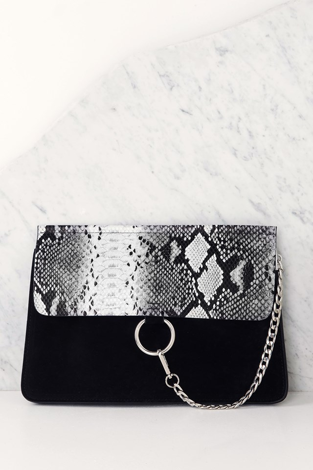Medium Chain Shoulder Bag Pattern Black