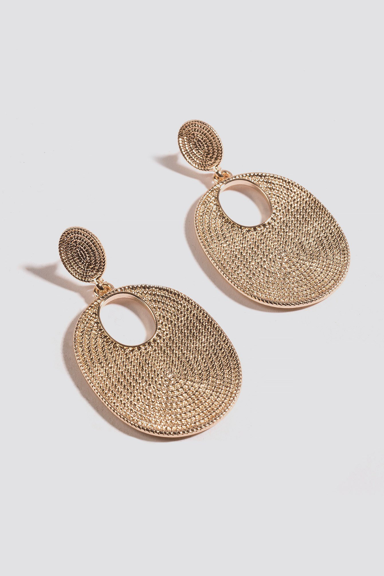 Structured Oval Plate Earrings NA-KD.COM