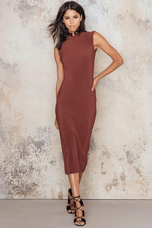 Długa plisowana sukienka ze stójką Dark Red