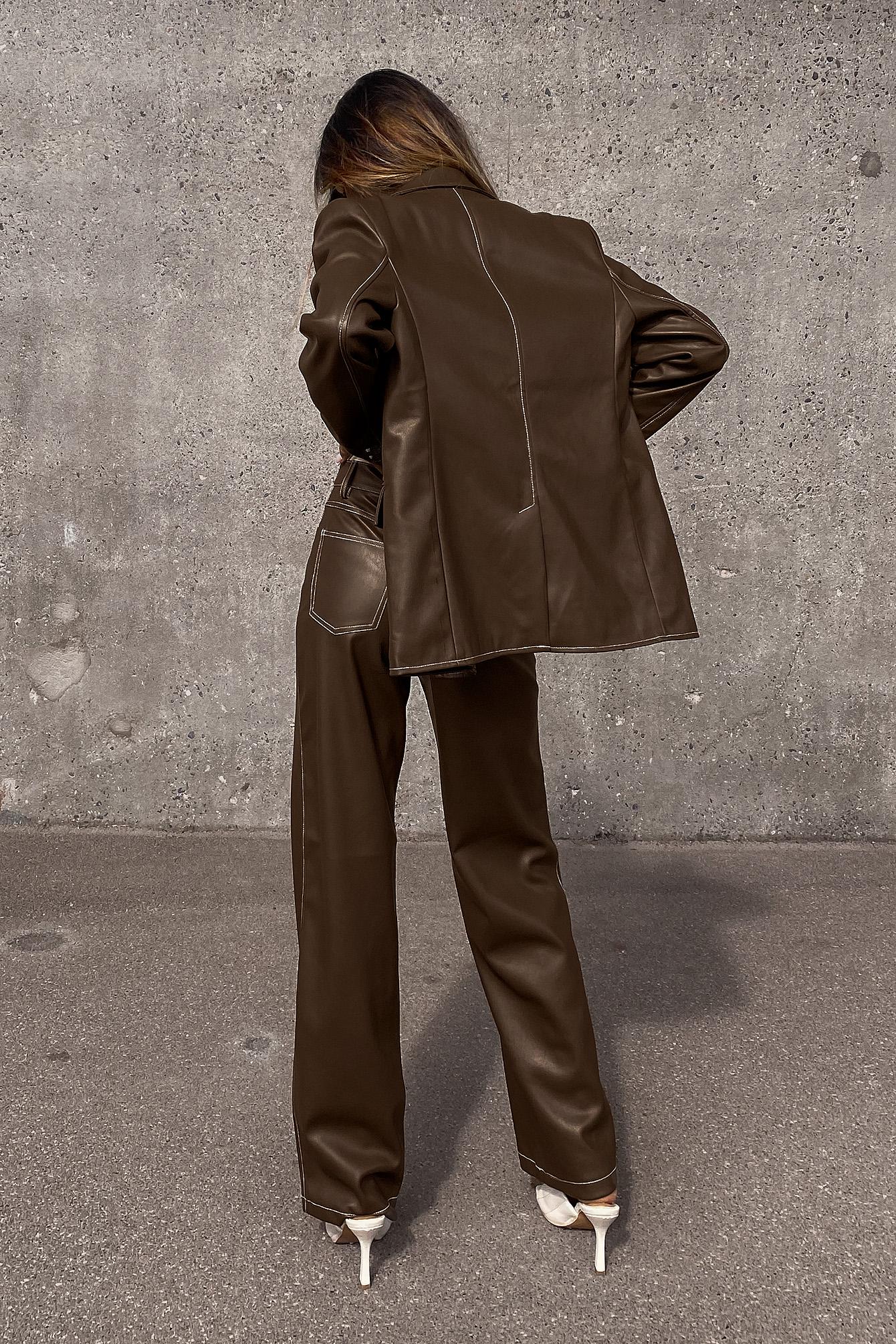Amalie Star x NA-KD Bukse i PU med kontrastsøm - Brown