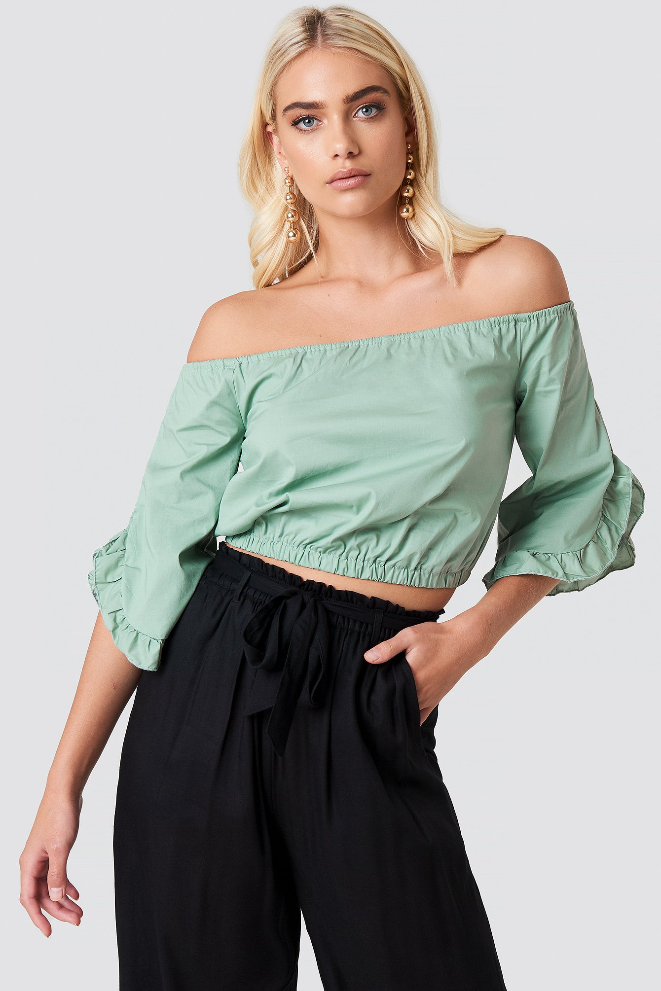andrea hedenstedt x na-kd -  Off Shoulder Flare Frill Top - Green