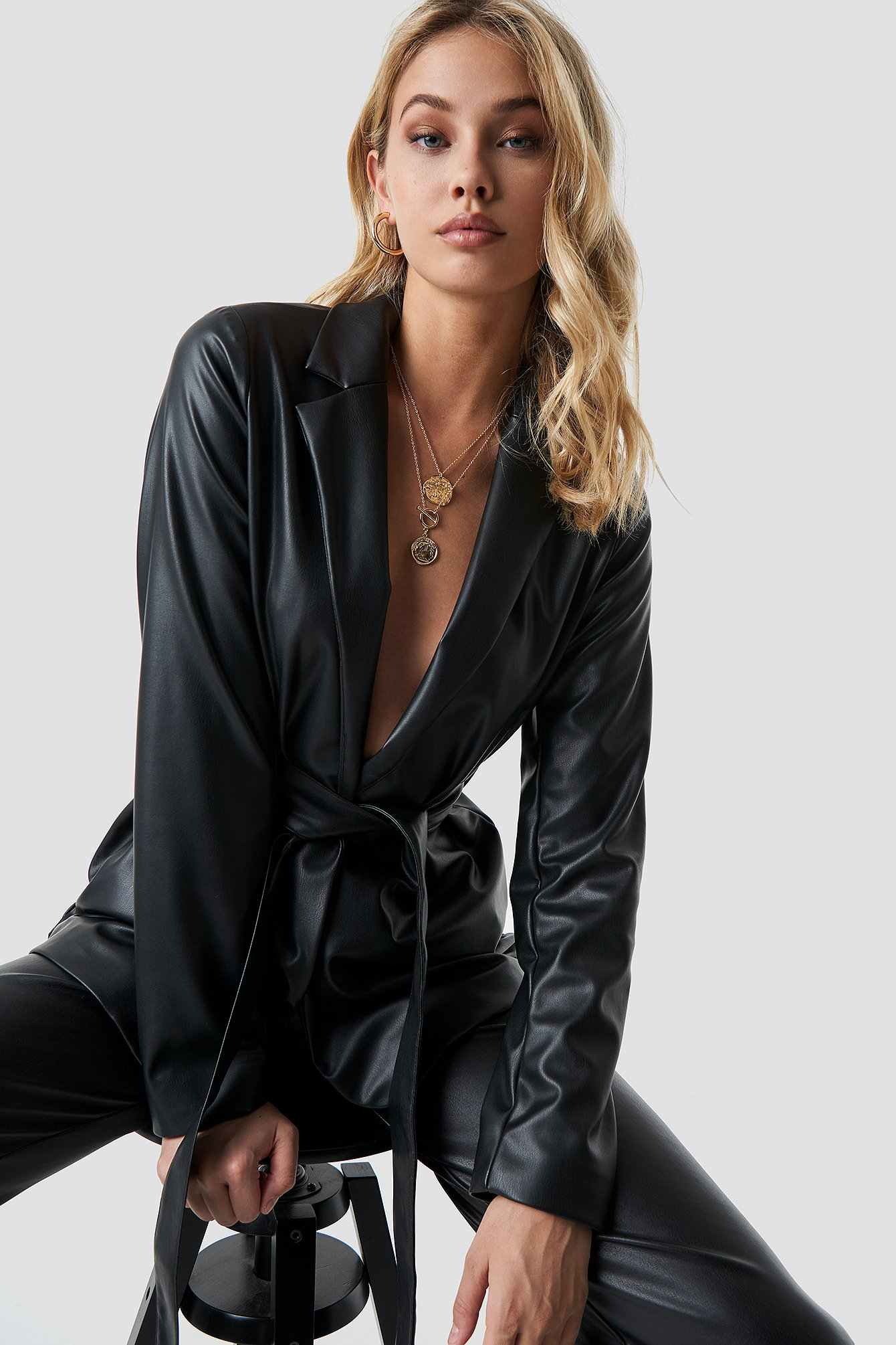 anna nooshin x na-kd -  Tied Waist Faux Leather Blazer - Black