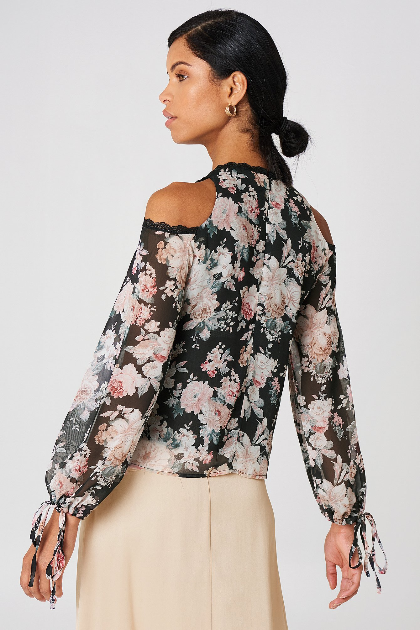 Open Shoulder Floral Blouse NA-KD.COM