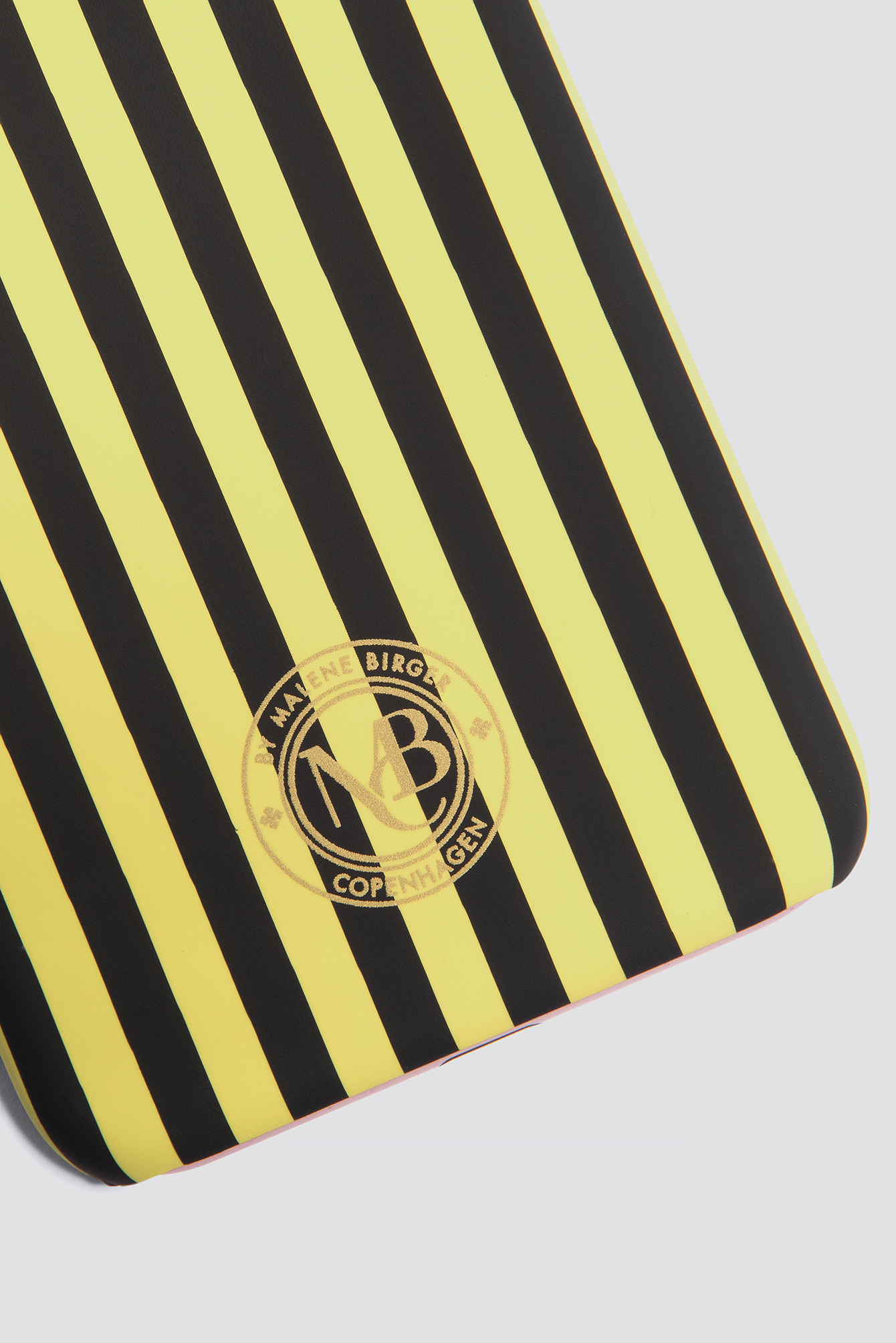 Etui na iPhone 7 Pamsy Striped NA-KD.COM