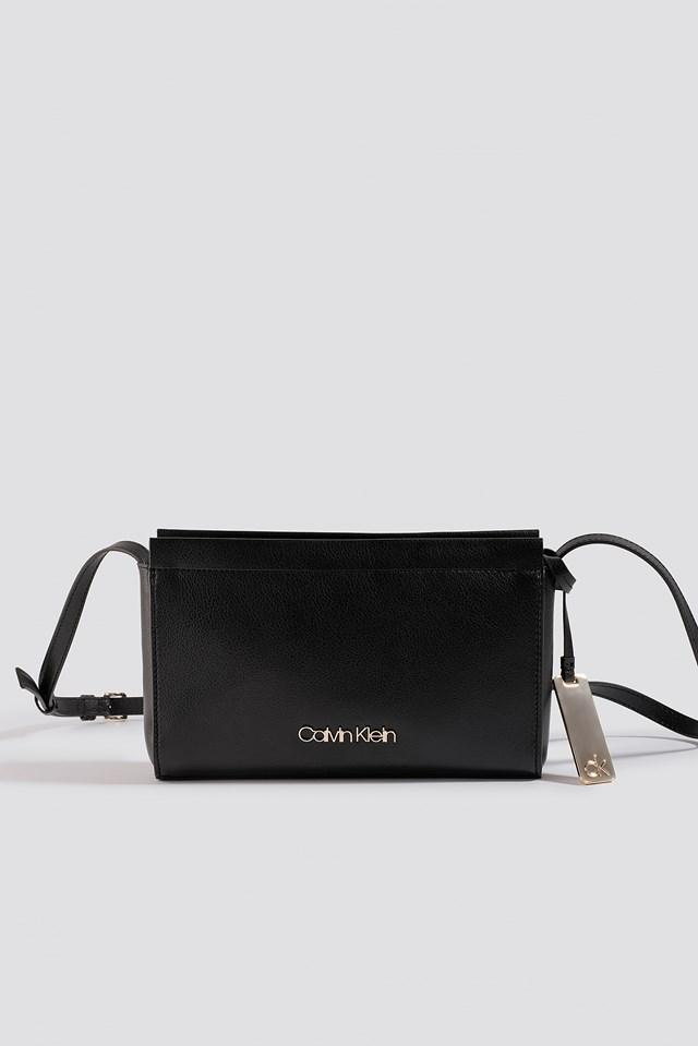 Enfold Ew Crossbody Bag Black