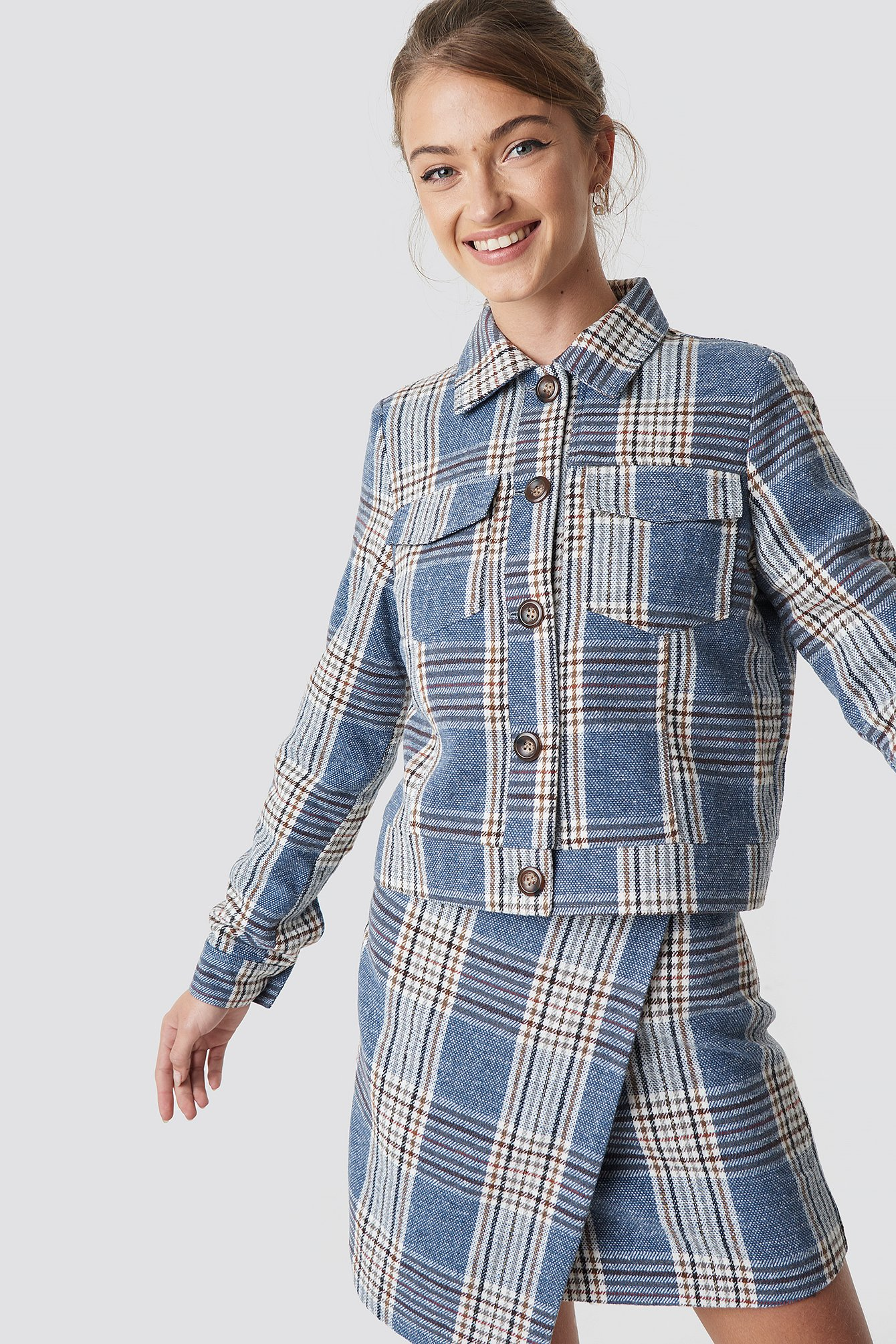 camille botten x na-kd -  Checked Short Jacket - Blue
