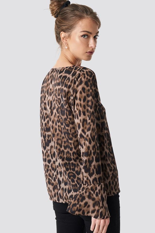 Deep V neck leopard blouse NA-KD.COM