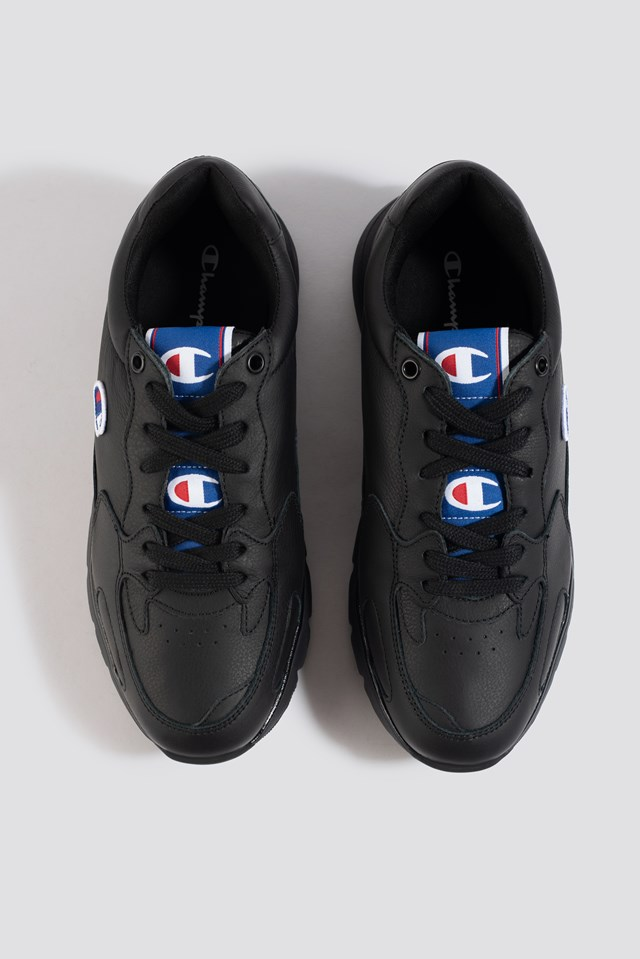 Cwa Low Cut Leather Sneaker Black