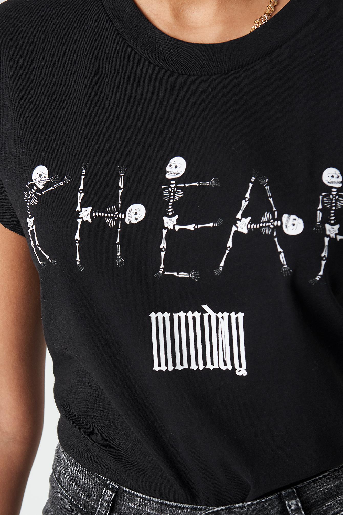 Screen Top Skeleton Logo NA-KD.COM