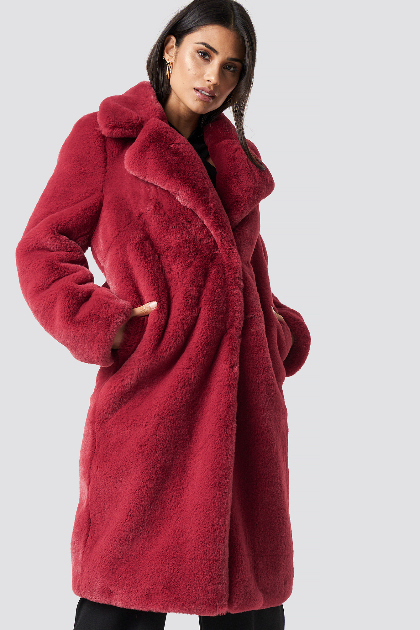dilara x na-kd -  Faux Fur Maxi Coat - Red