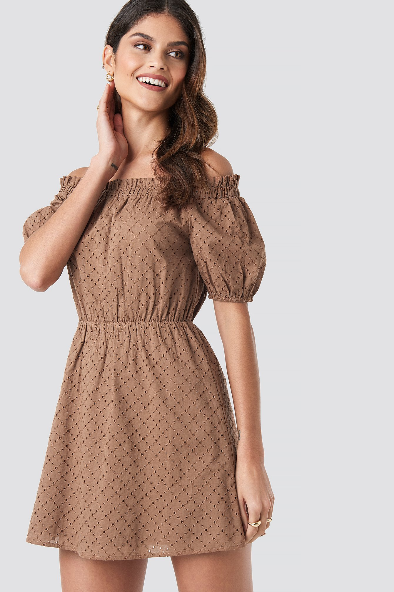 donnaromina x na-kd -  Off Shoulder Puffy Sleeve Dress - Brown
