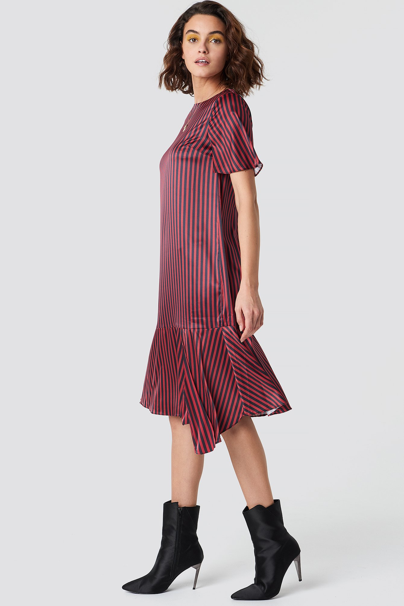 emilie briting x na-kd -  Pinstripe Satin Dress - Red