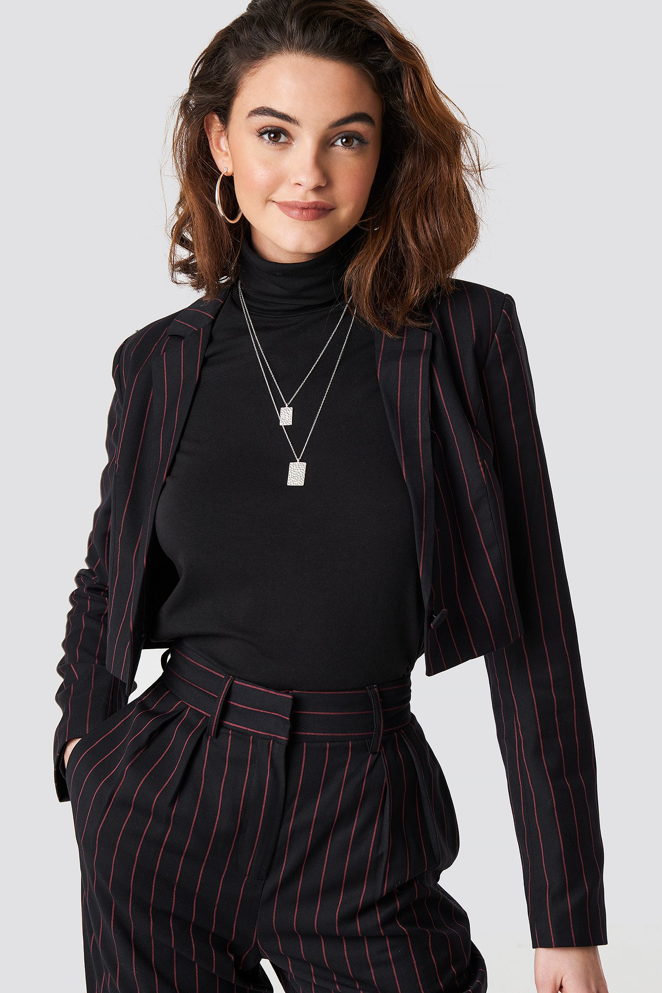 emilie briting x na-kd -  Pinstriped Cropped Blazer - Black