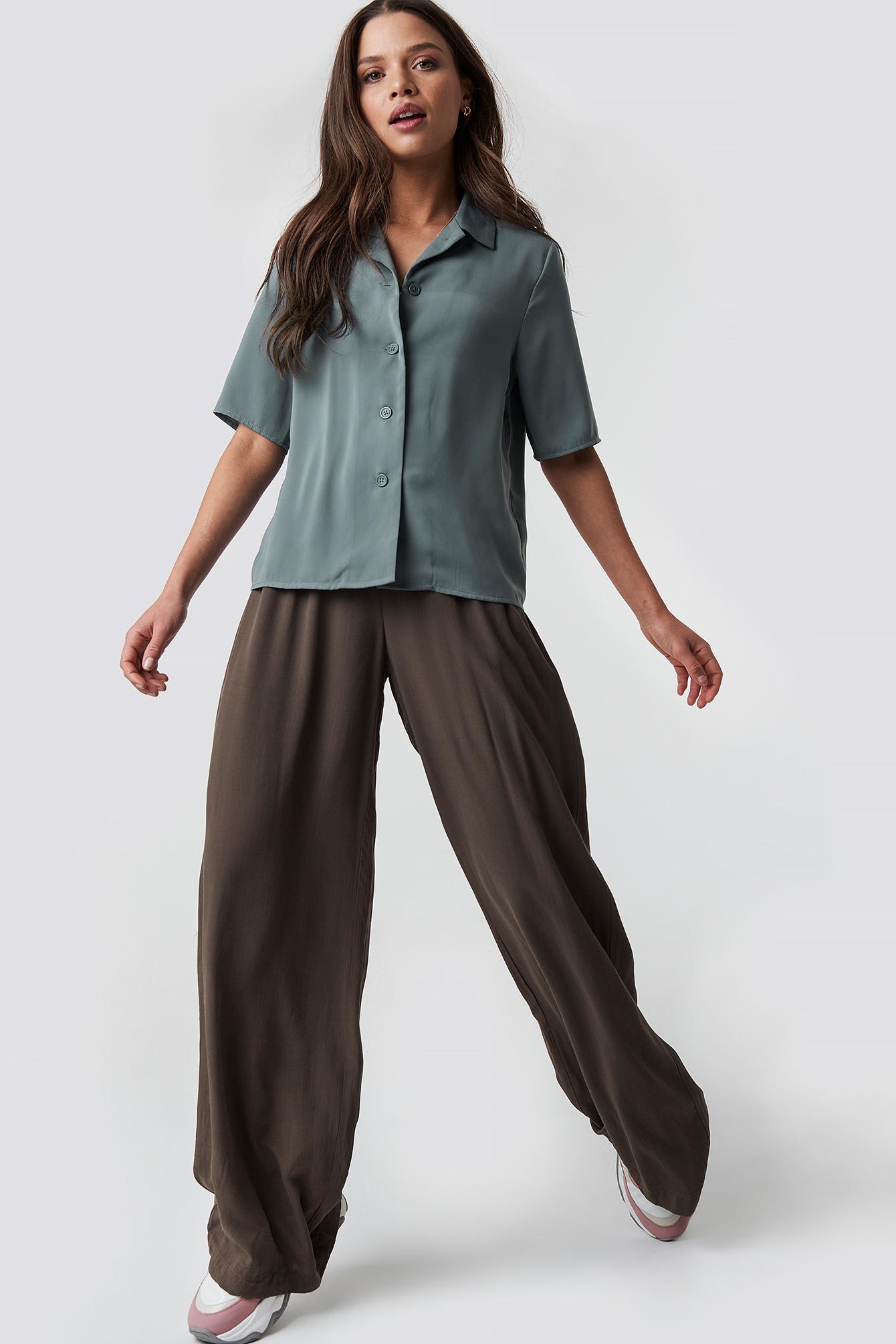 emilie briting x na-kd -  Put On Suit Pants - Brown