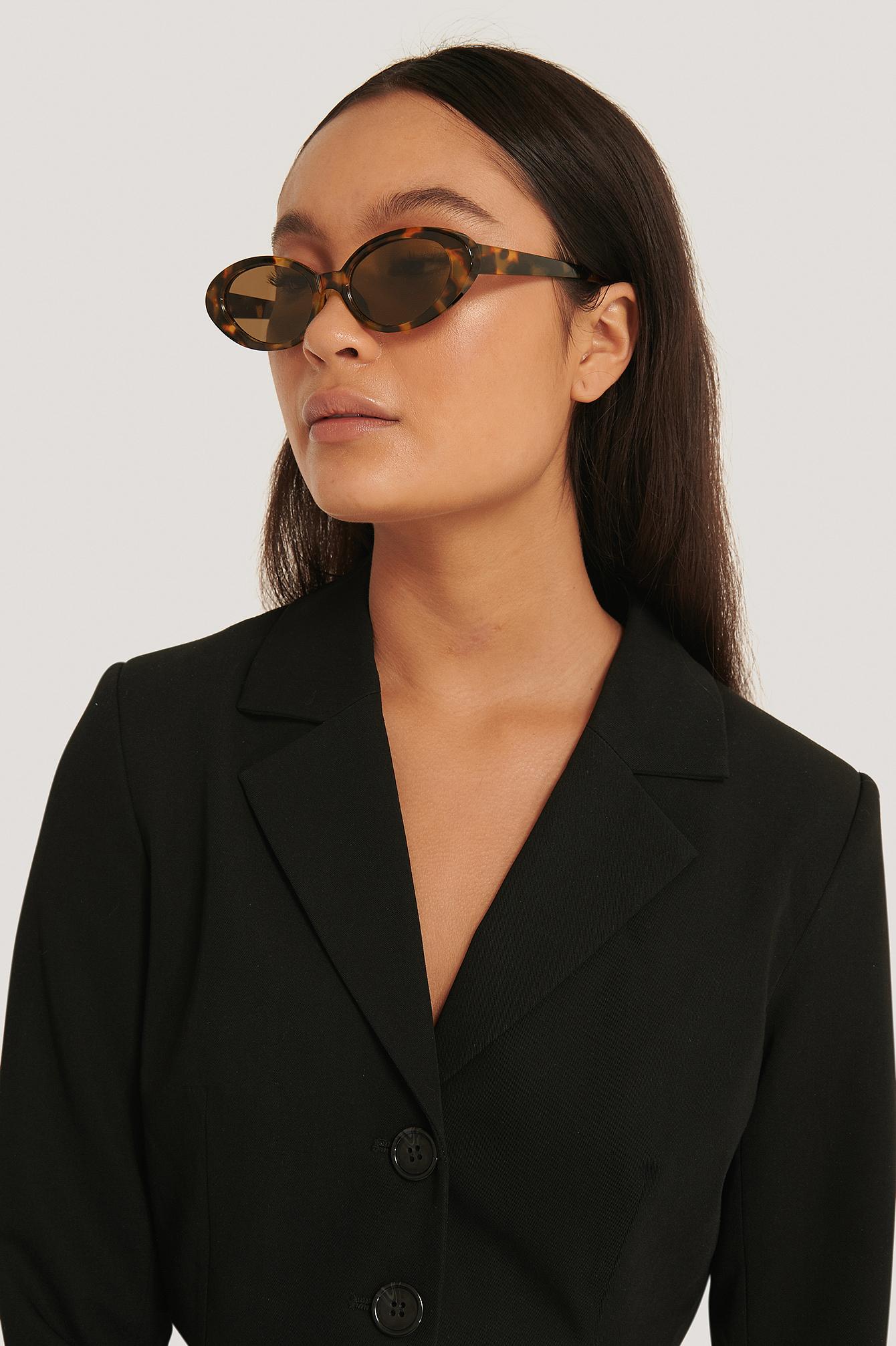emma ellingsen x na-kd -  Sonnenbrille Mit Schildkrötendetail - Brown