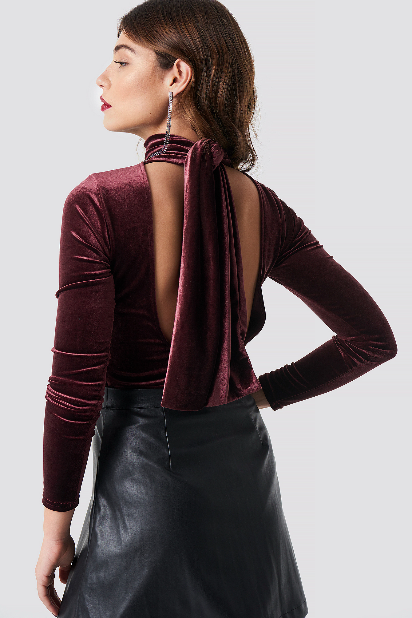 Deep Back Velvet Top NA-KD.COM