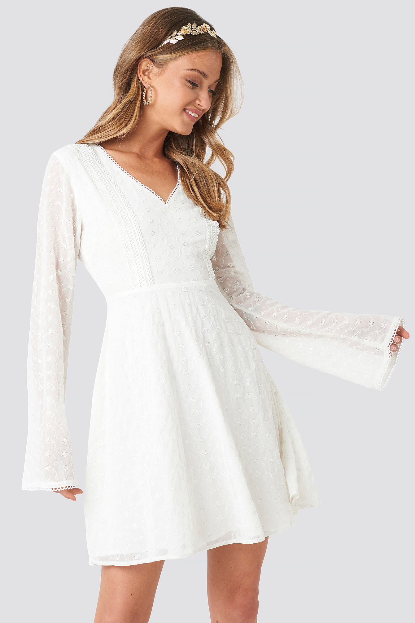 V-Neck Delicate Lace Dress NA-KD.COM