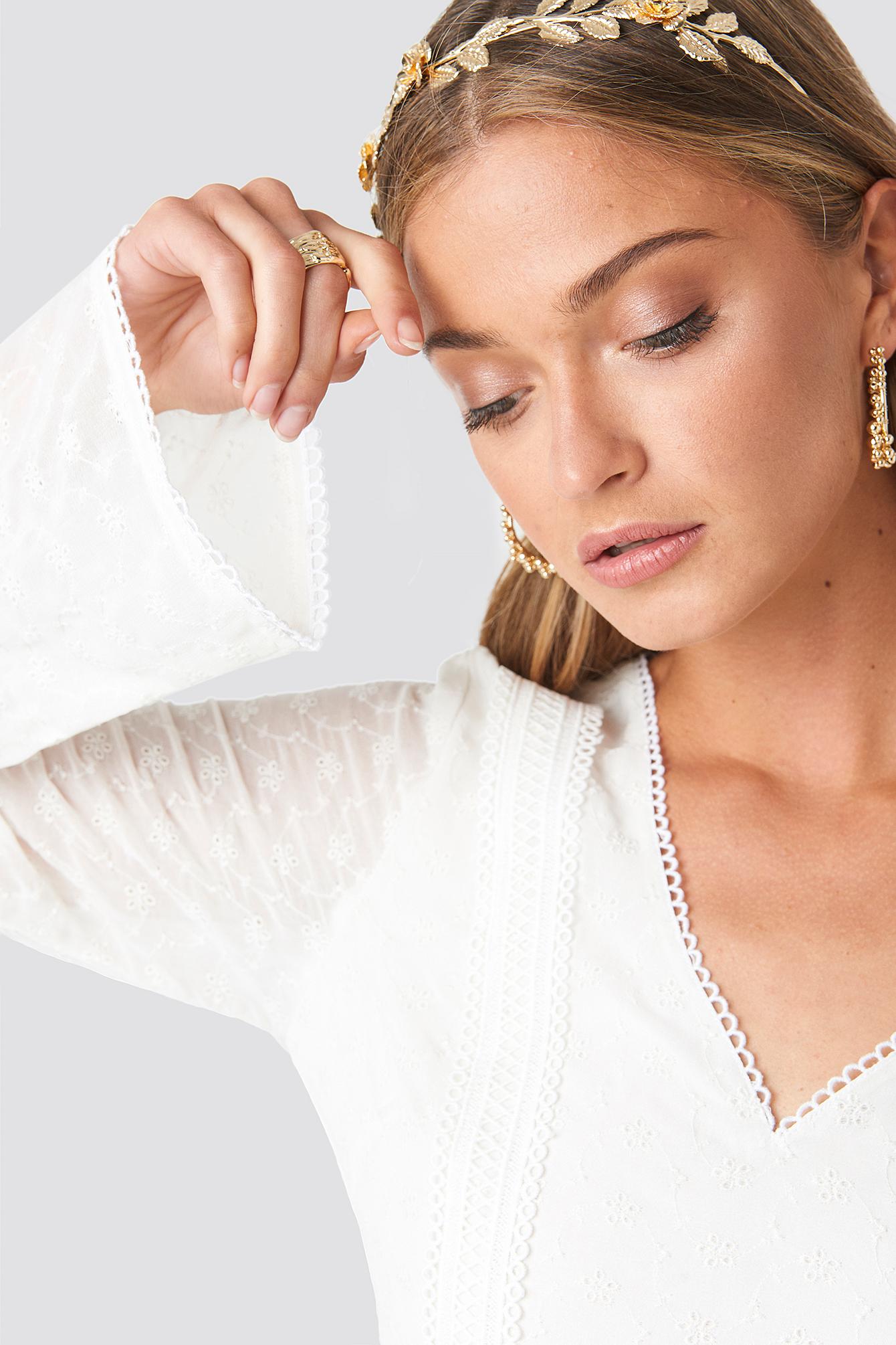 V-Neck Delicate Lace Dress NA-KD.COM