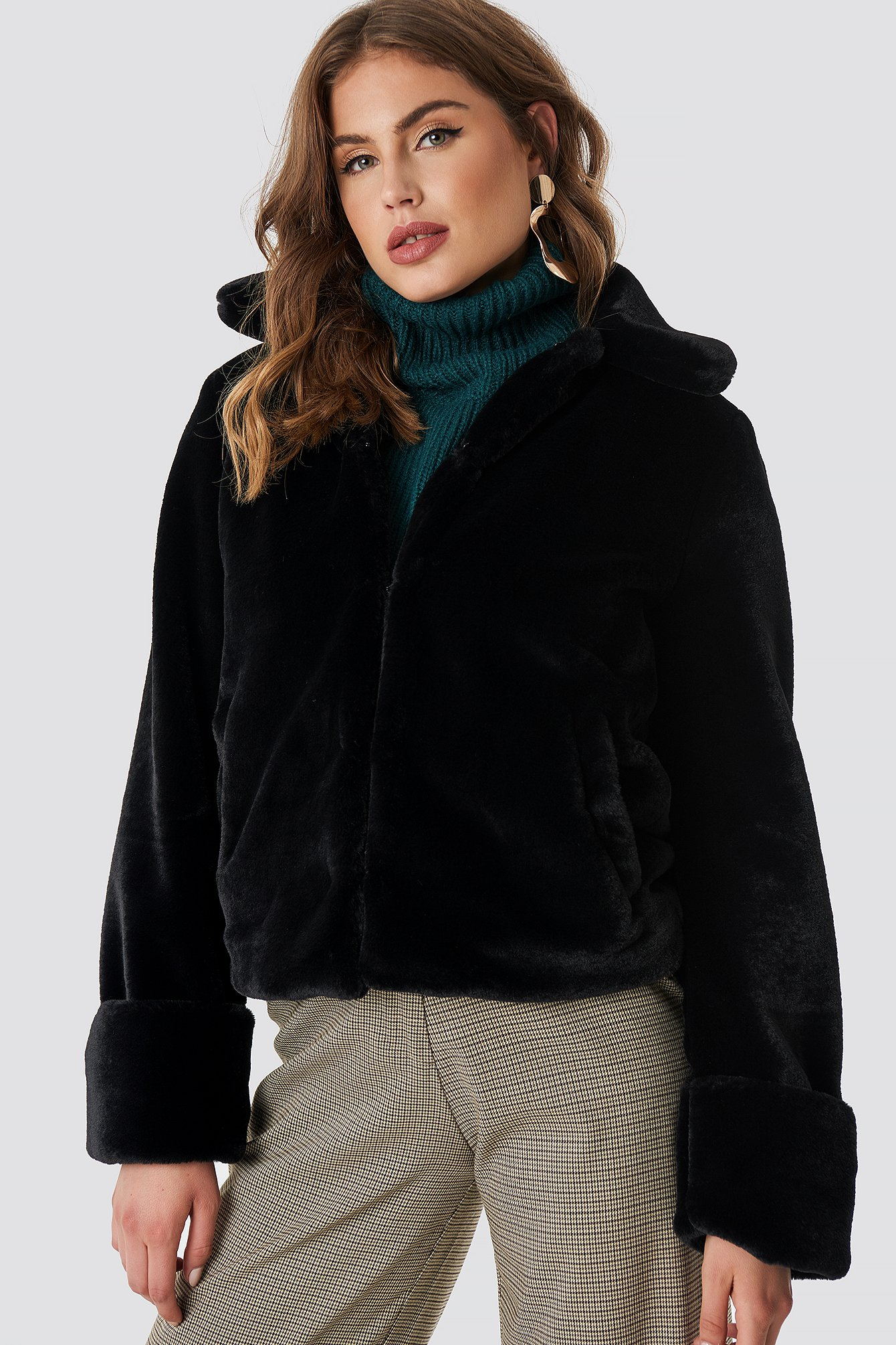 na-kd trend -  Short Faux Fur Jacket - Black