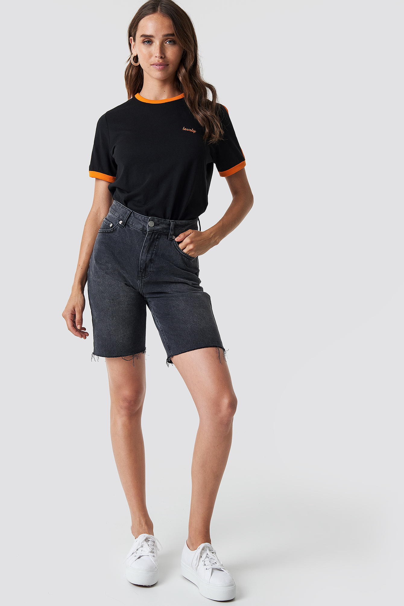 T-shirt z haftem NA-KD.COM
