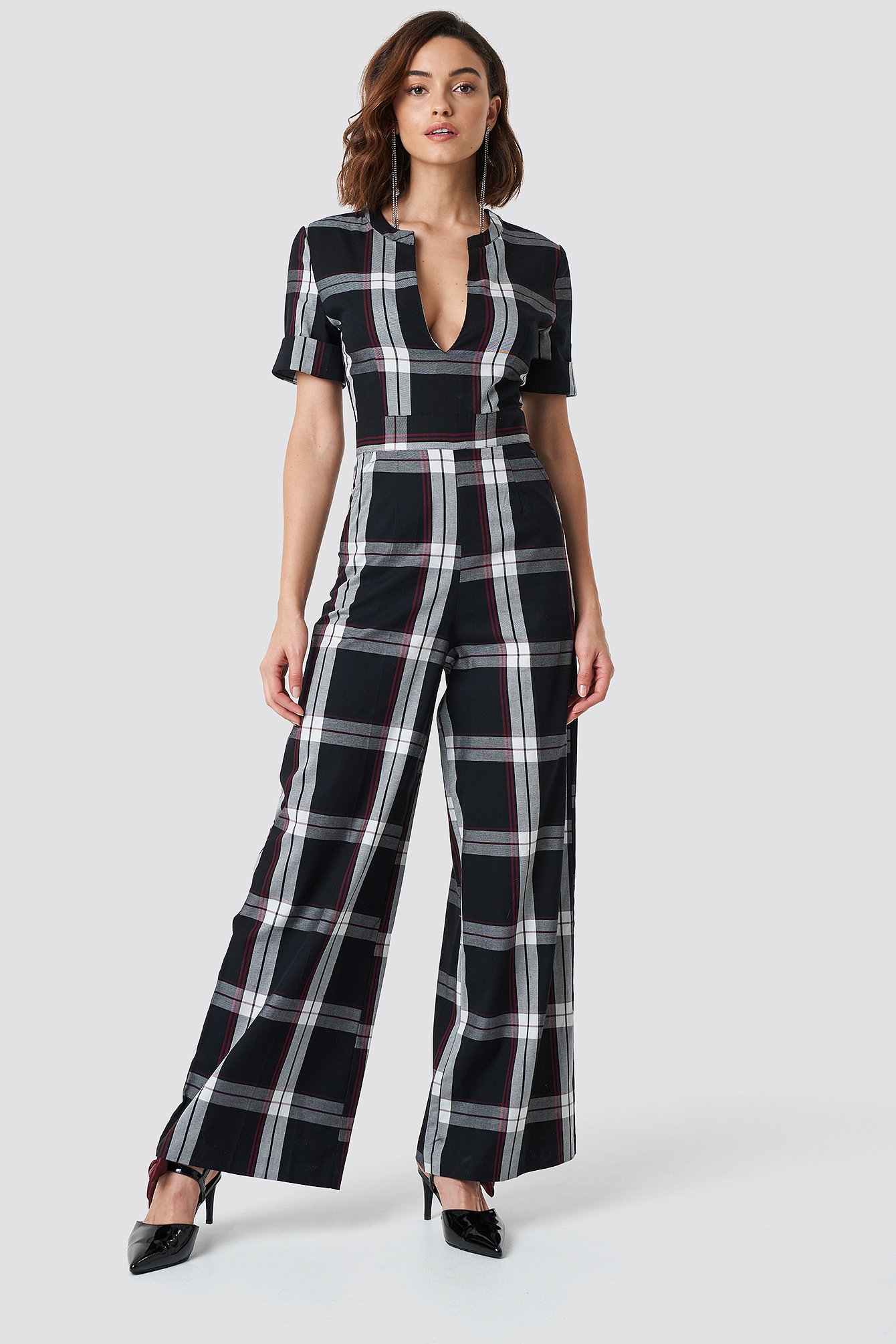 V-Neck Straight Leg Creased Jumpsuit NA-KD.COM