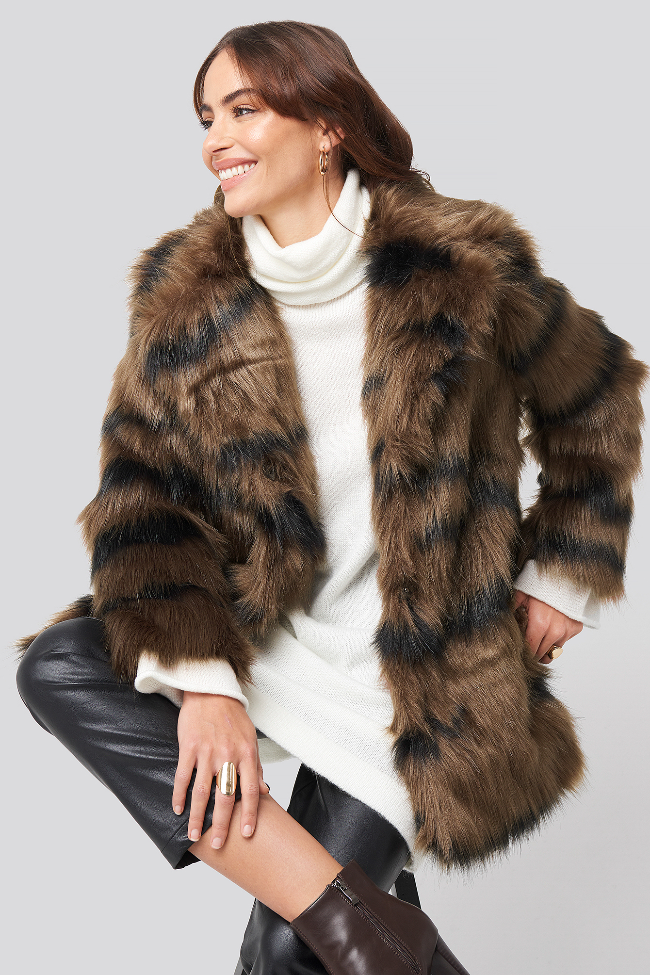 hannalicious x na-kd -  Cropped Sleeve Faux Fur Jacket - Brown