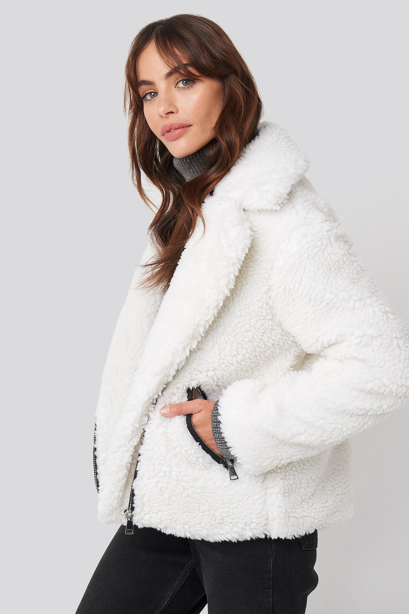 hannalicious x na-kd -  Short Faux Fur Belted Biker Jacket - White