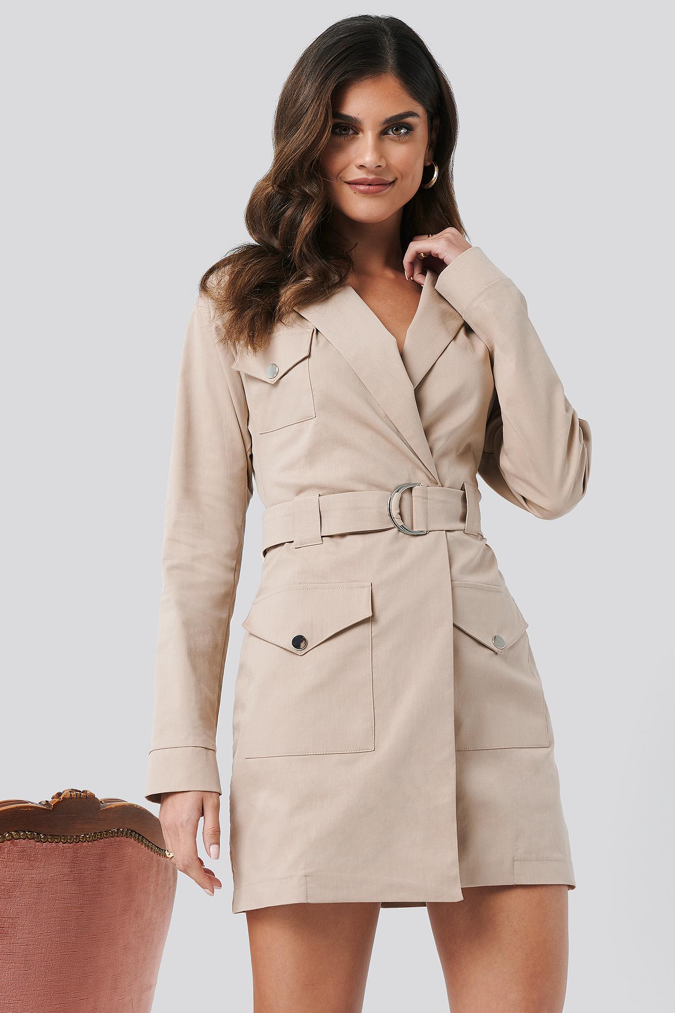 Hannalicious x NA-KD Cargo Blazer Dress - Beige   Bekleidung > Blazer > Cargoblazer   Hannalicious x NA-KD