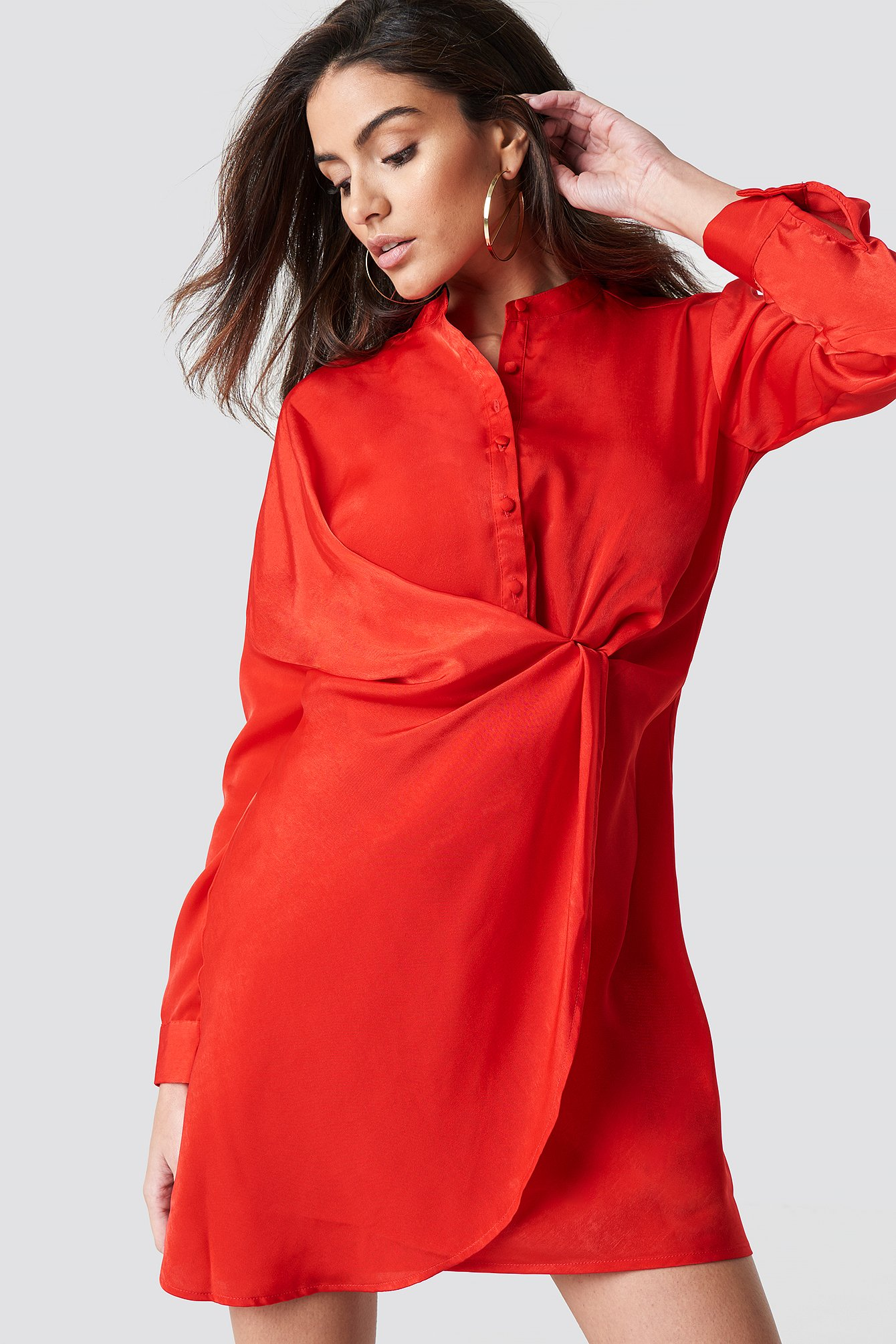 Sukienka koszulowa z drapowaniem NA-KD.COM