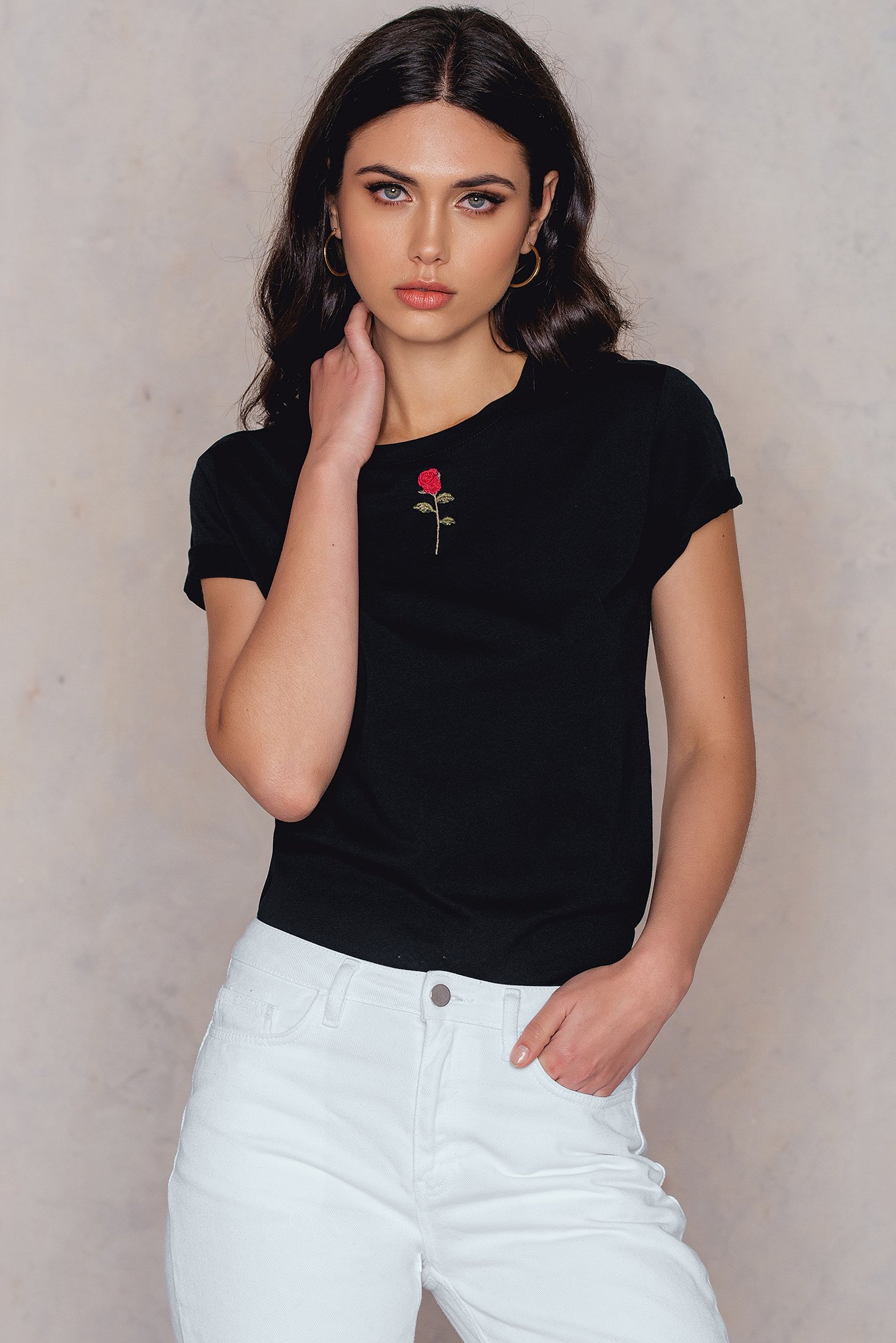 NA-KD Trend Chest Rose Embroidery Tee Black