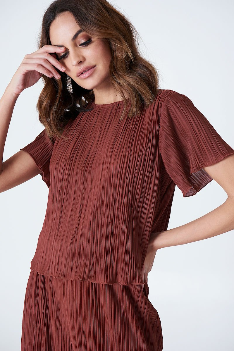 Hannalicious x NA-KD Pleated Top Red