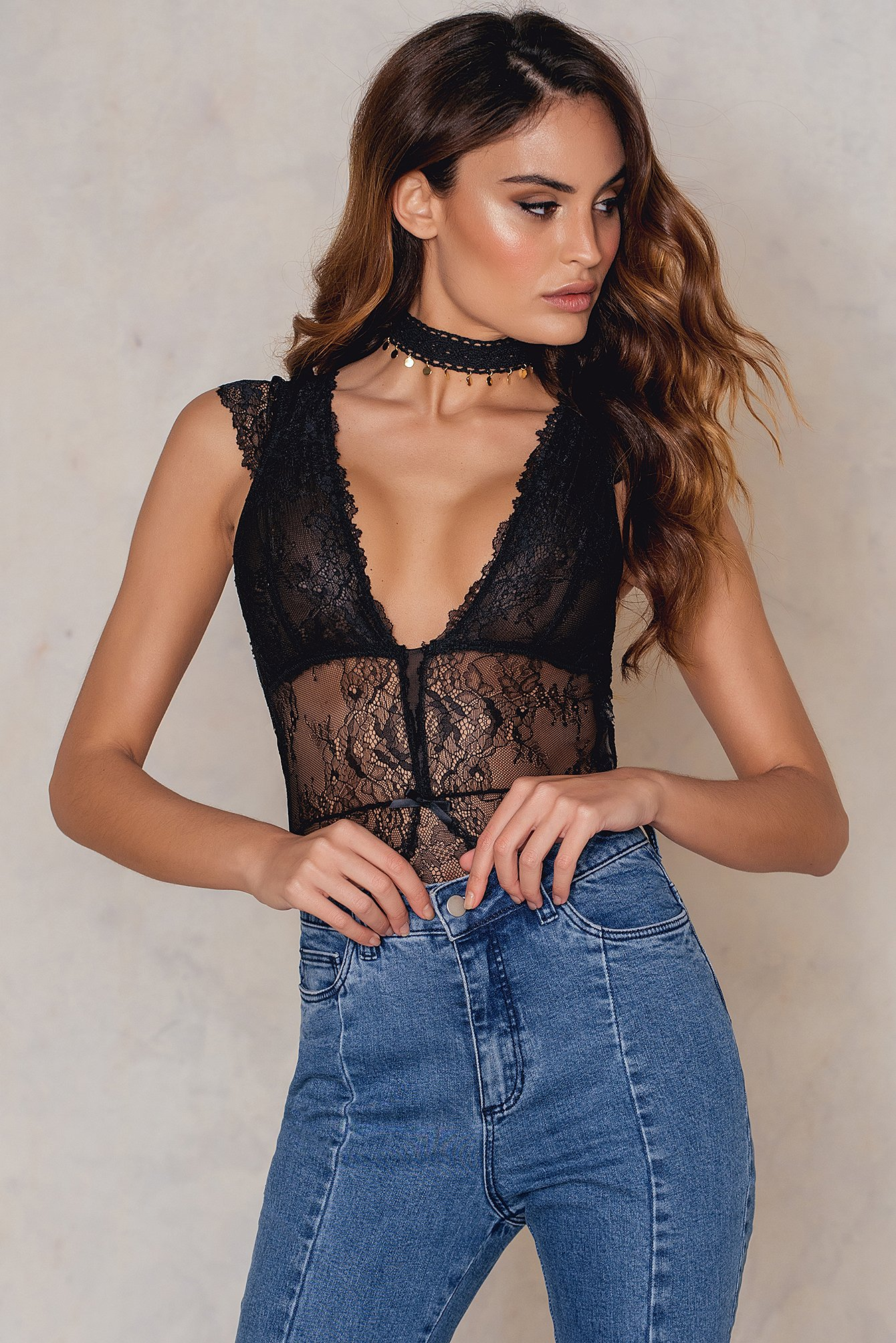 Hot Anatomy V-Neck Lace Body Black