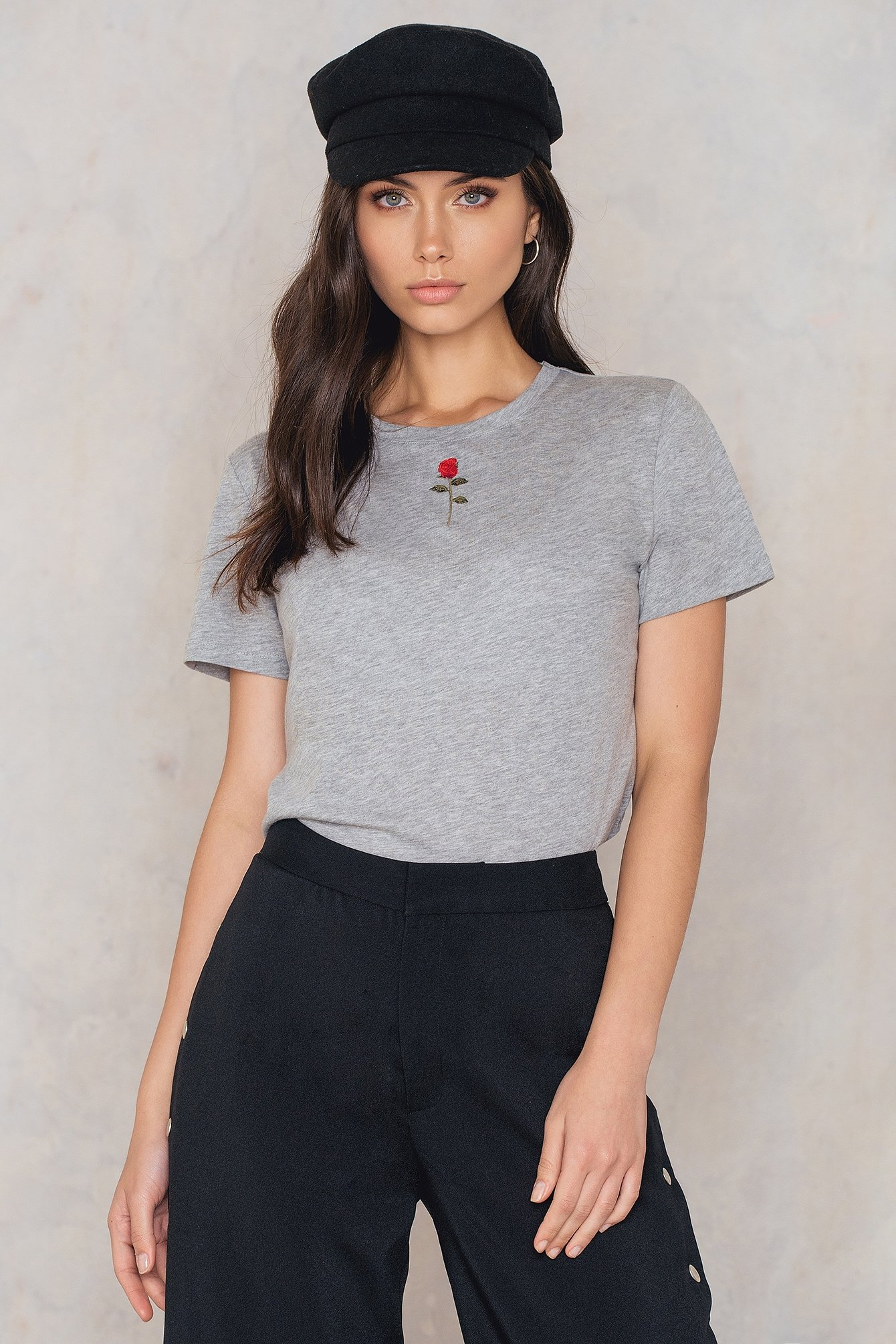NA-KD Trend Chest Rose Embroidery Tee Grey