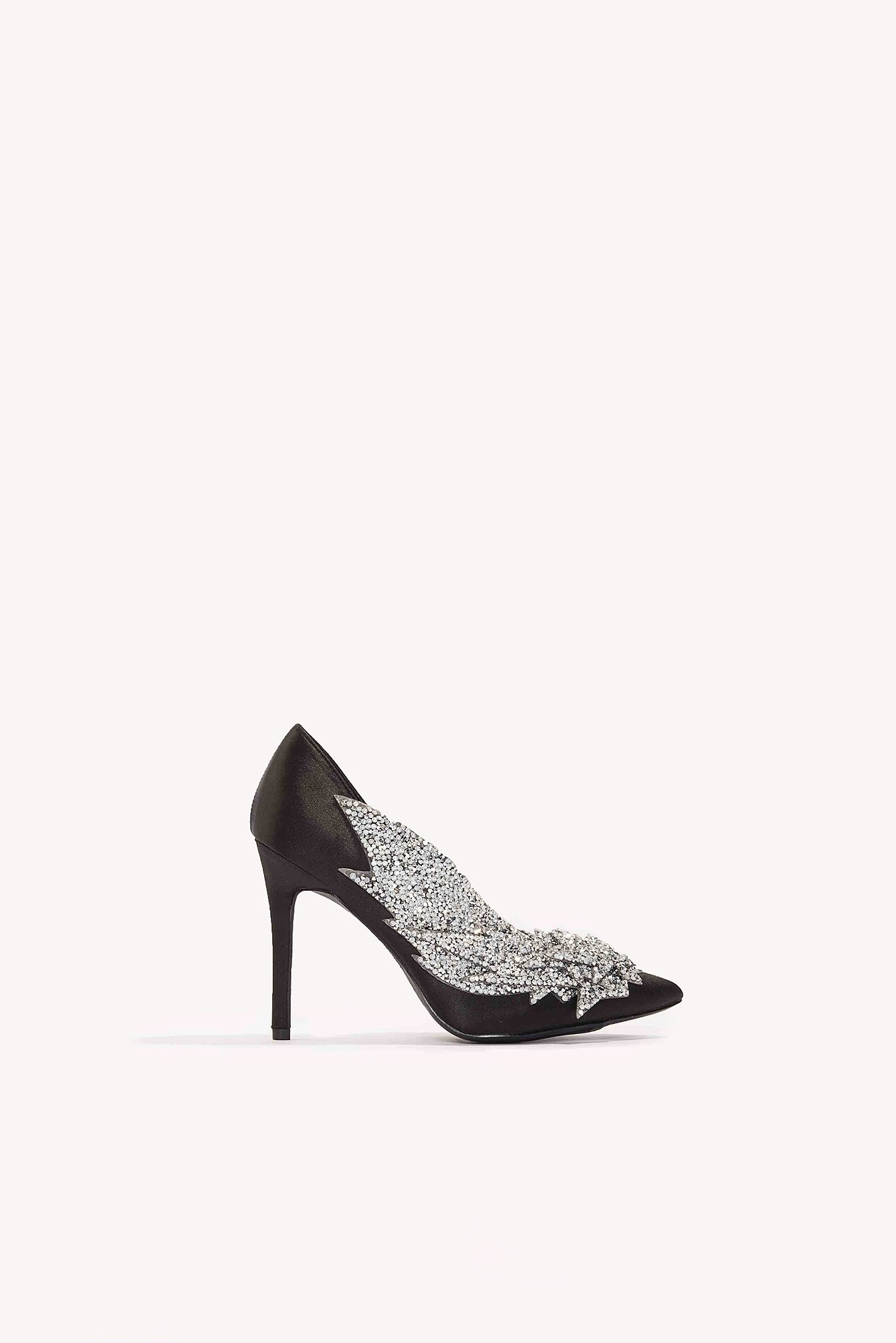 Detail Rhinestone Pumps