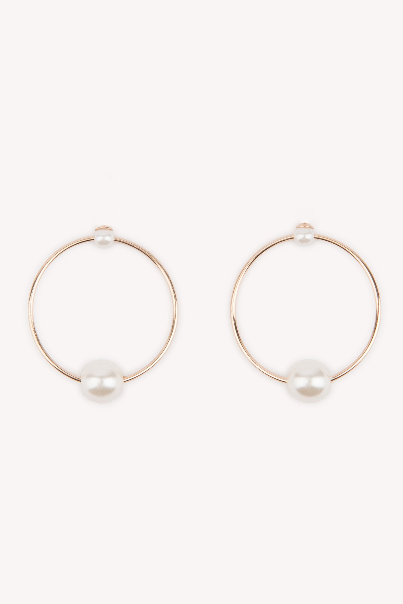Floating Pearl Stud Earrings NA-KD.COM