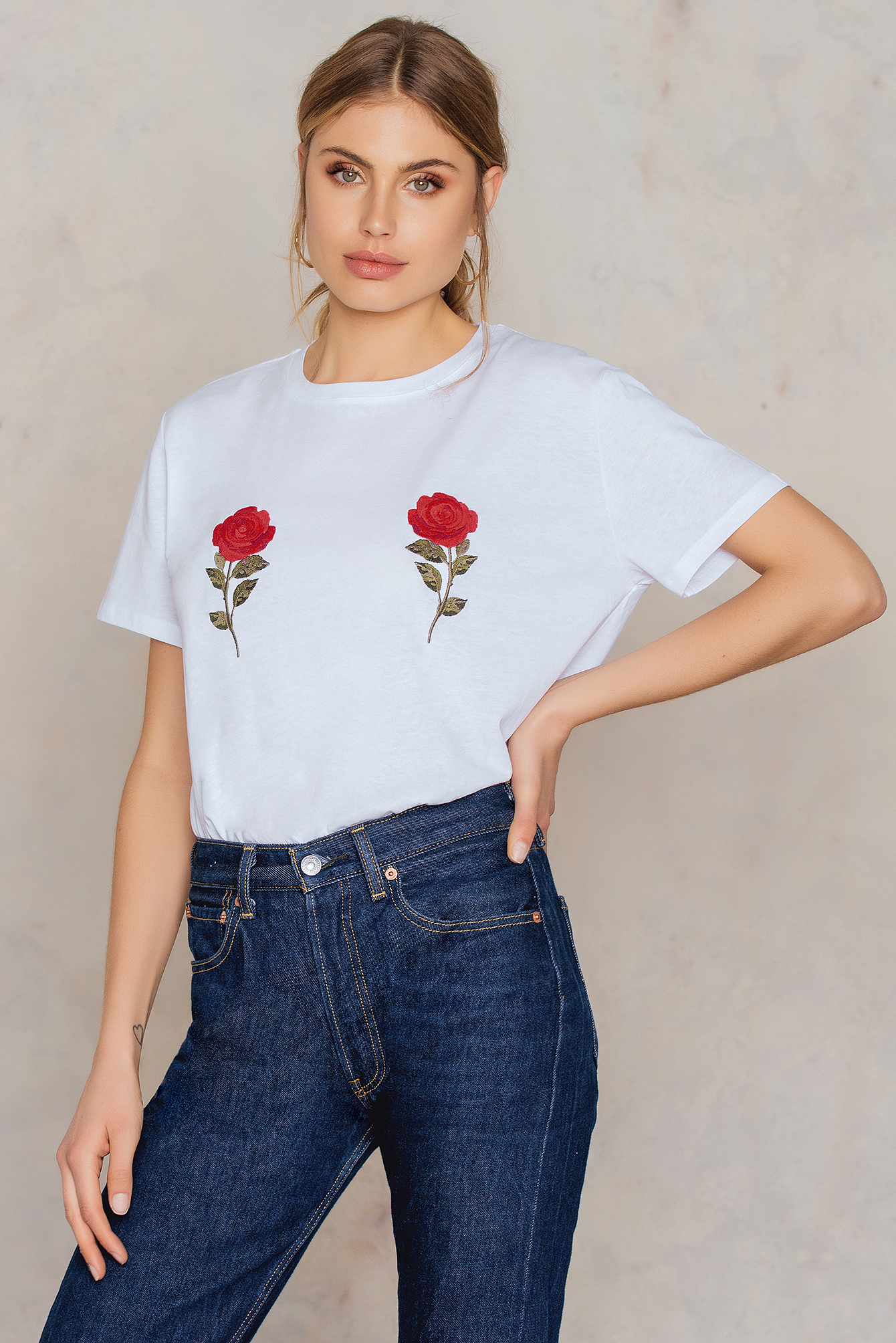 NA-KD Trend Flower Embroidery Tee White