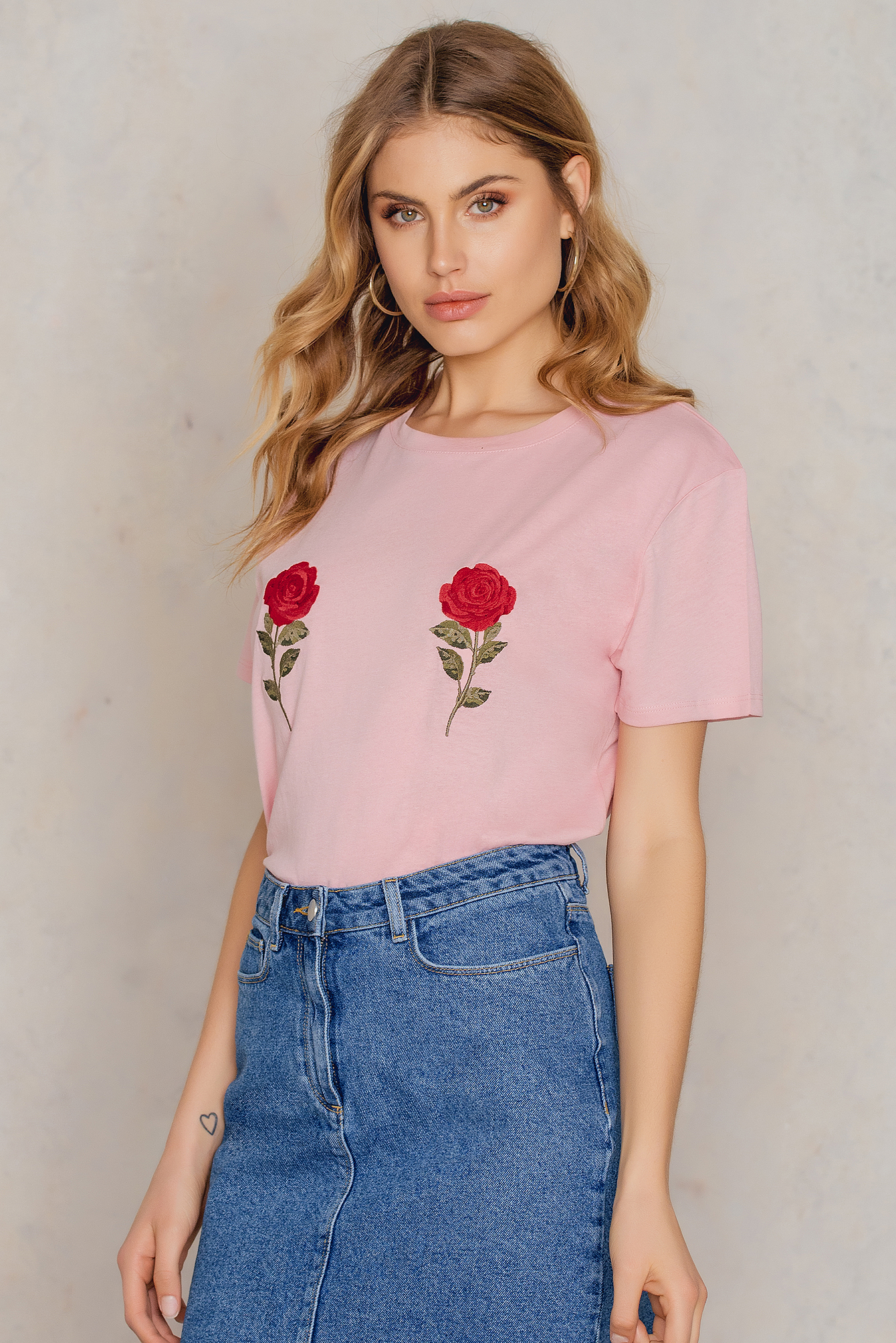 NA-KD Trend Flower Embroidery Tee Pink