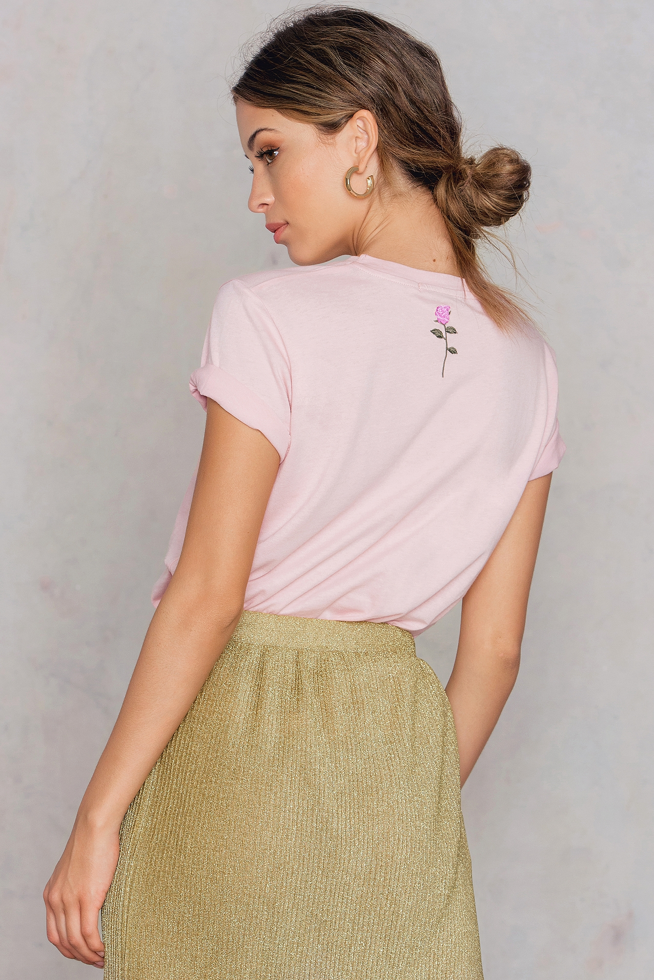 NA-KD Trend Flower Neck Embroidery Tee Pink, Nude