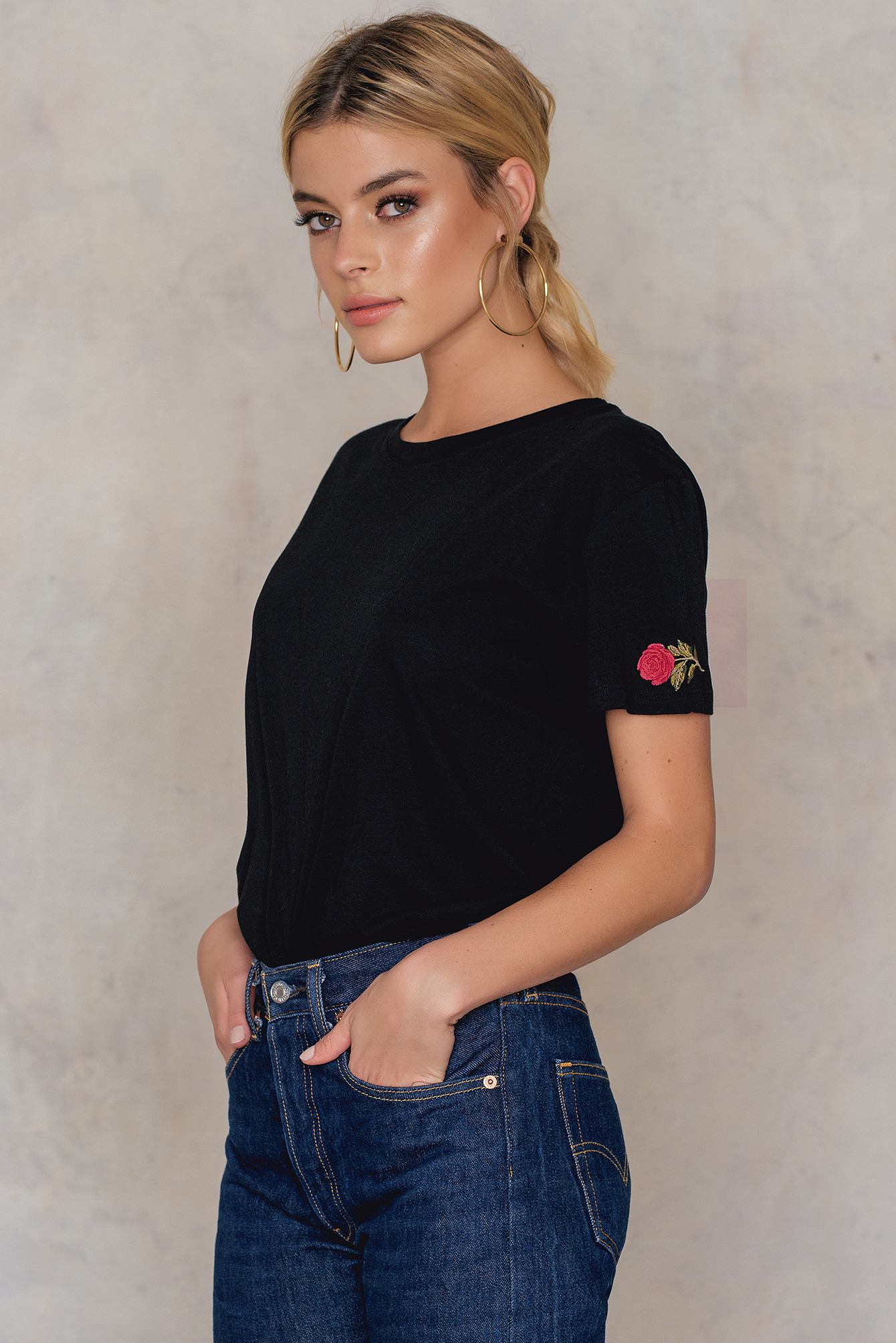 NA-KD Trend Rose Sleeve Embroidery Tee Black