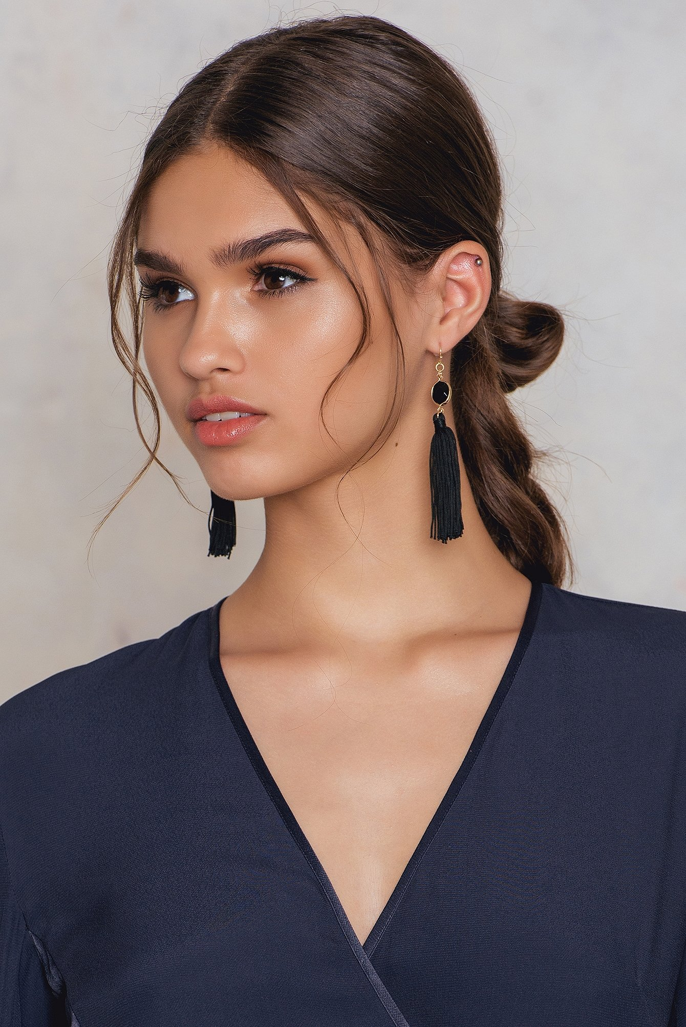 Tranloev One Stone Tassel Earring Black, Gold