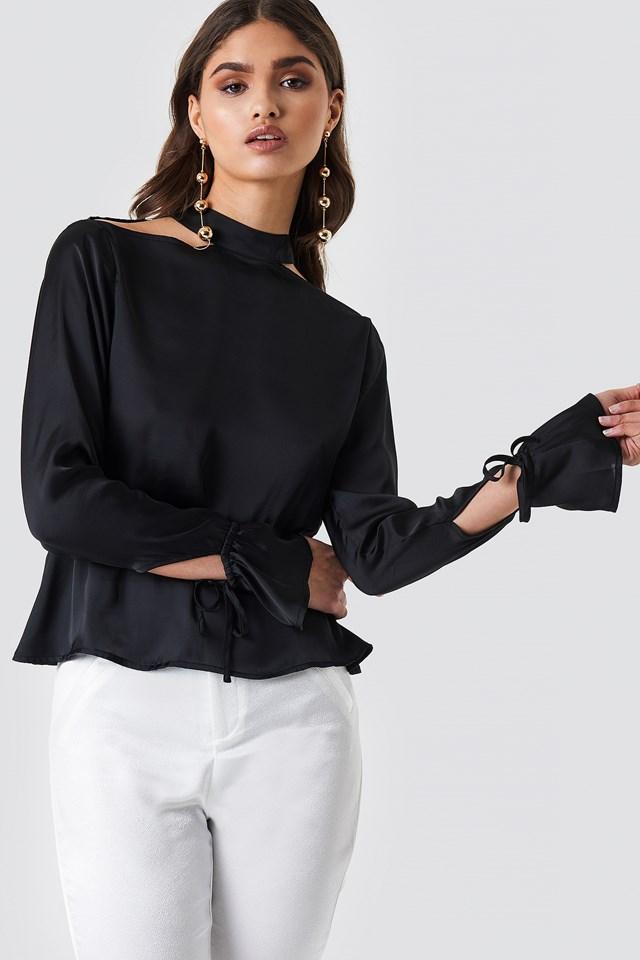 Satynowa bluzka z odkrytymi plecami Black