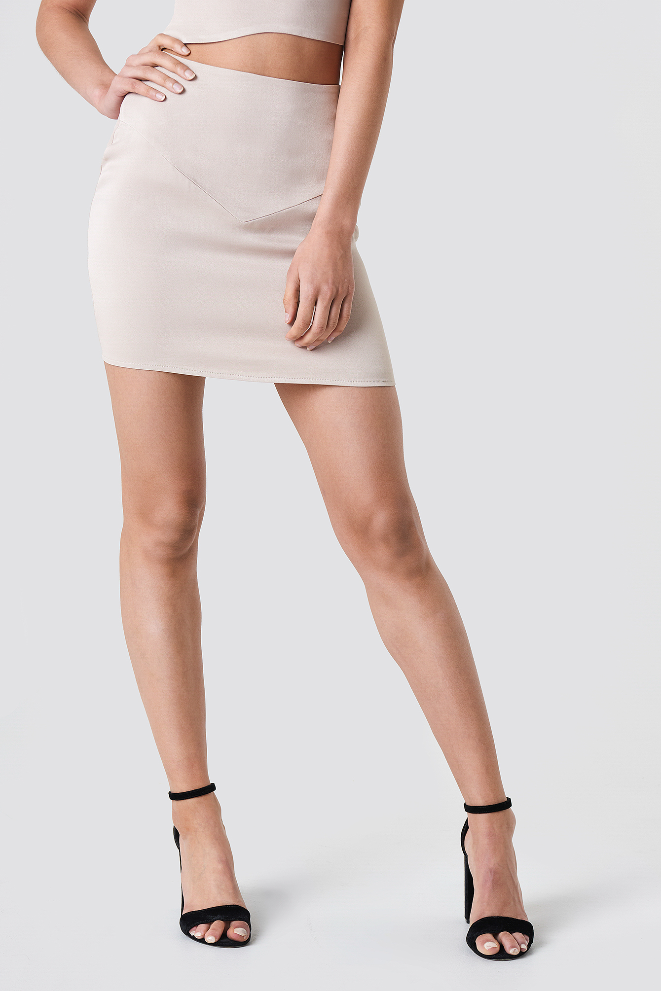 Satynowa spódnica mini NA-KD.COM