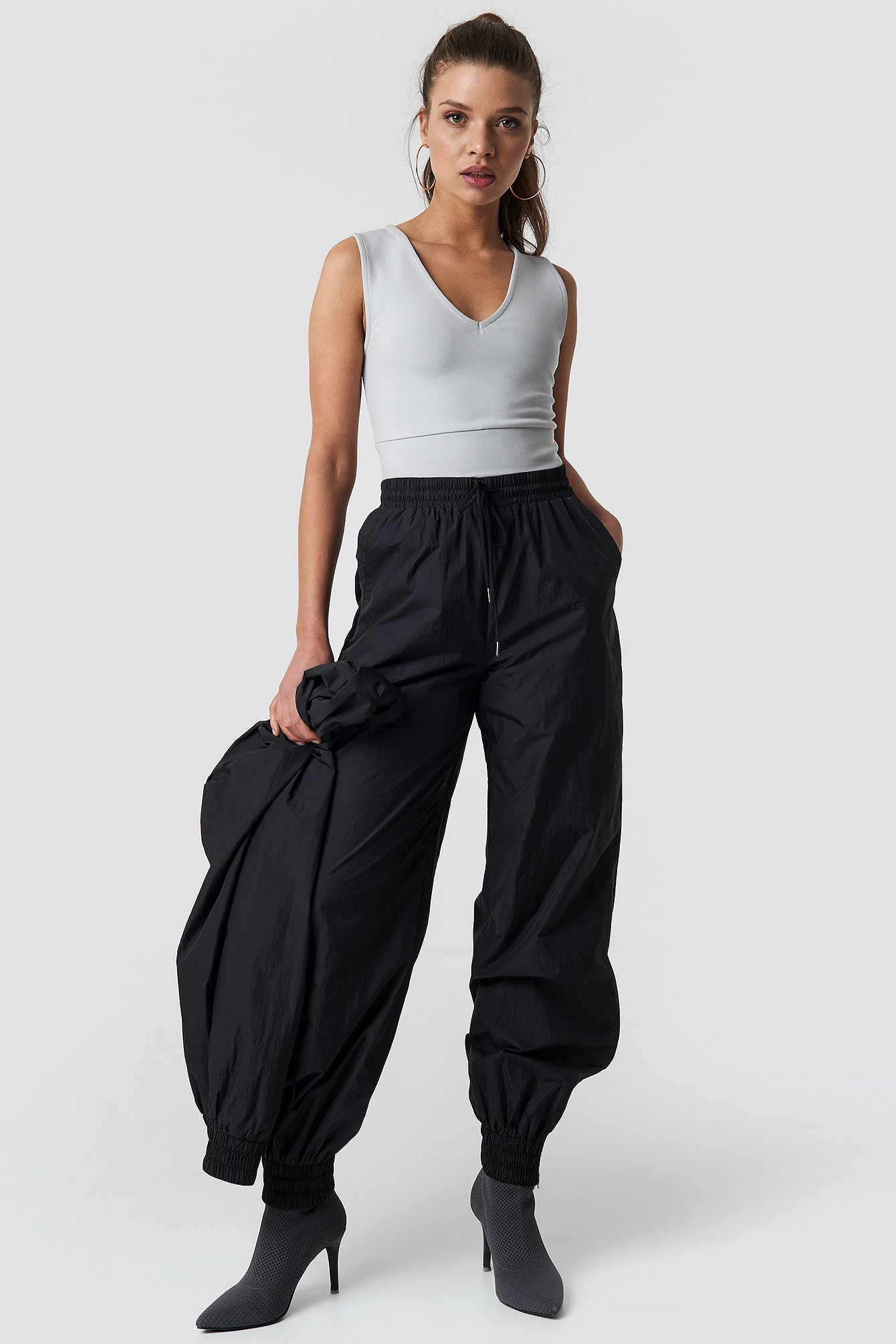V-Neck Cropped Top NA-KD.COM