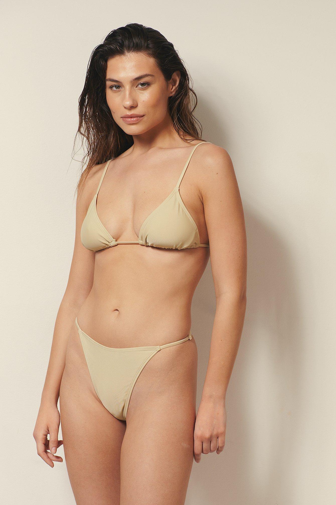 Josefine HJ x NA-KD Genanvendt bikinitrusse med justérbare sidestropper - Beige