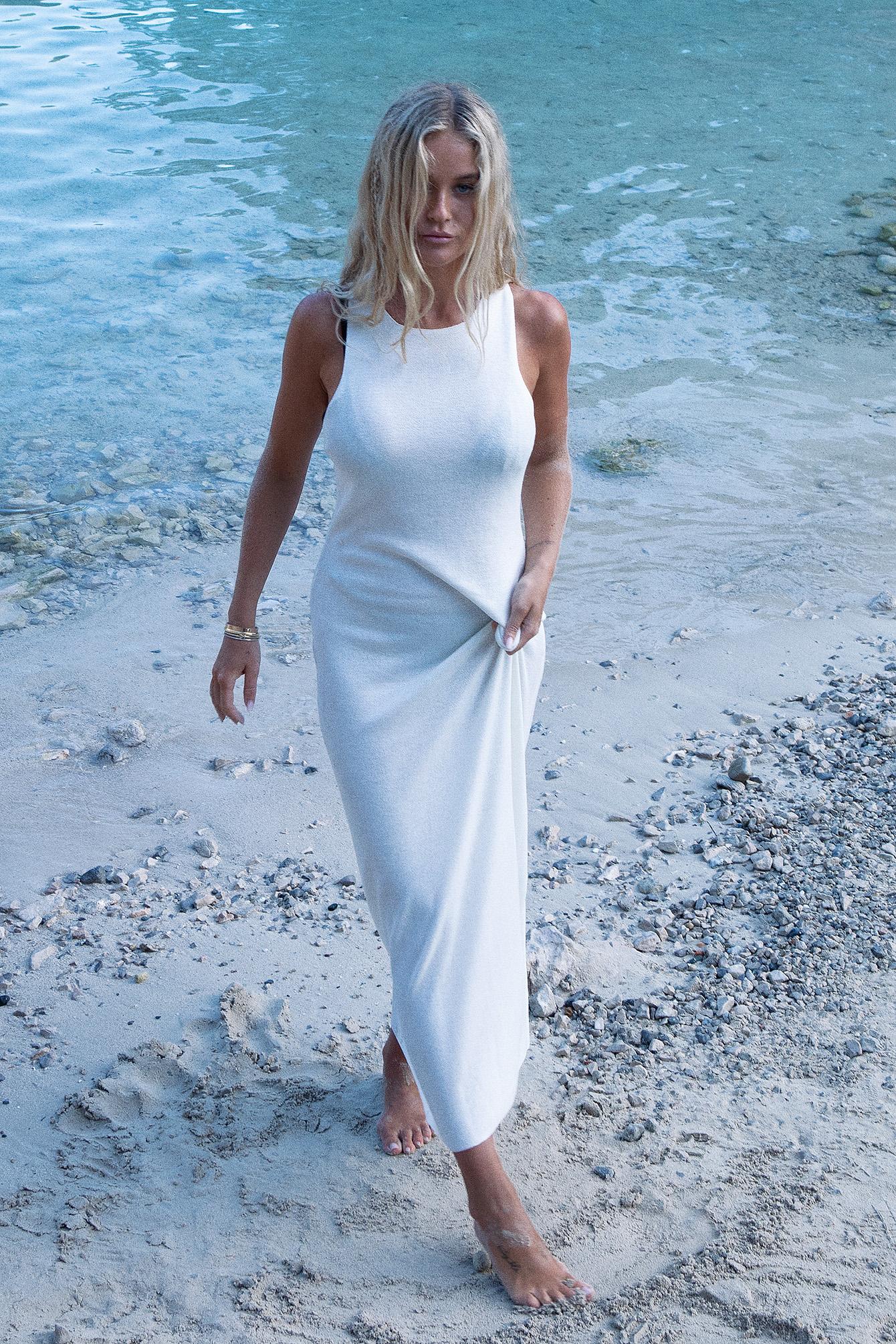 Josefine HJ x NA-KD Lang Halterneck-Kjole - White