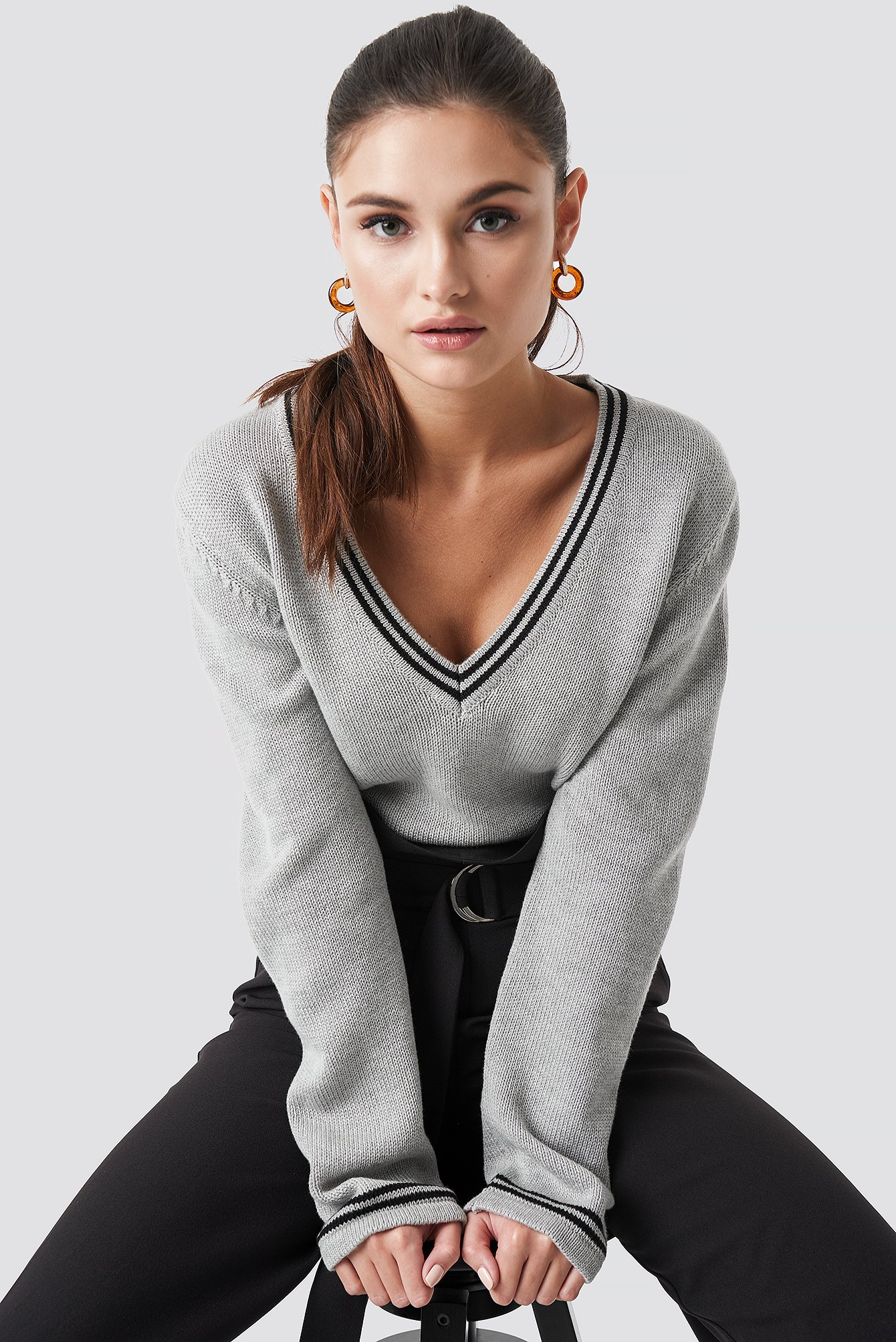Deep V-neck Knitted Contrast Sweater NA-KD.COM