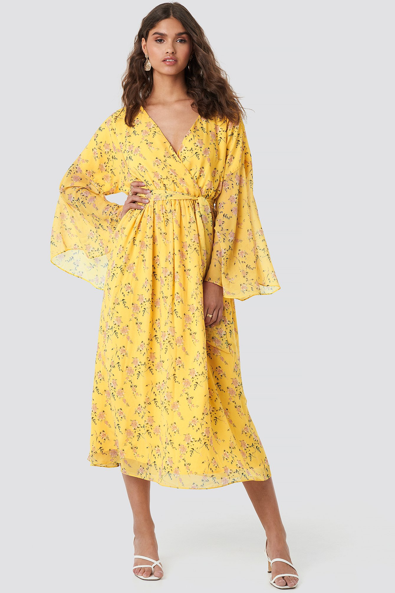 kae sutherland x na-kd -  Big Sleeve Belted Maxi Dress - Yellow