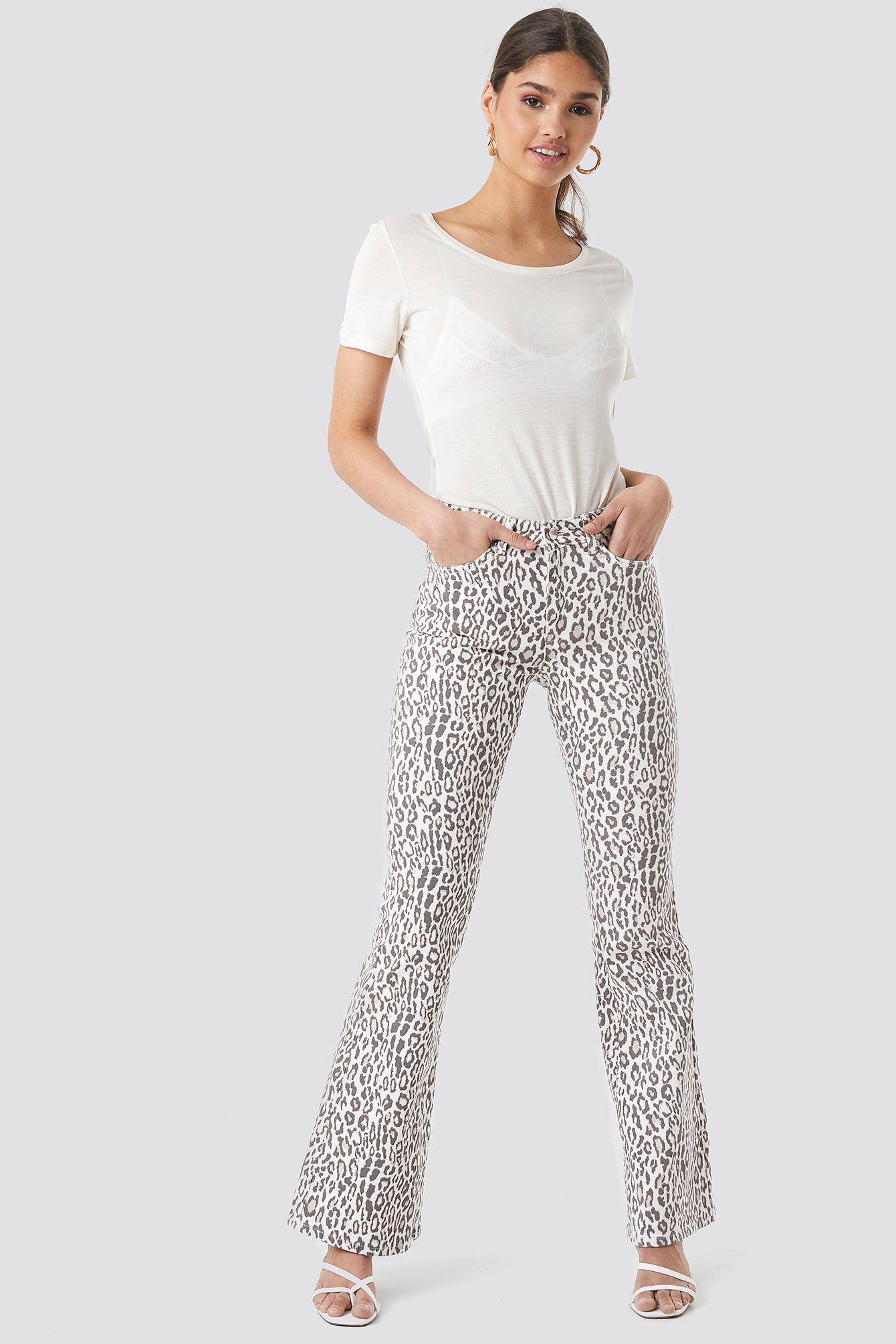 kae sutherland x na-kd -  Leopard Flared Denim - White