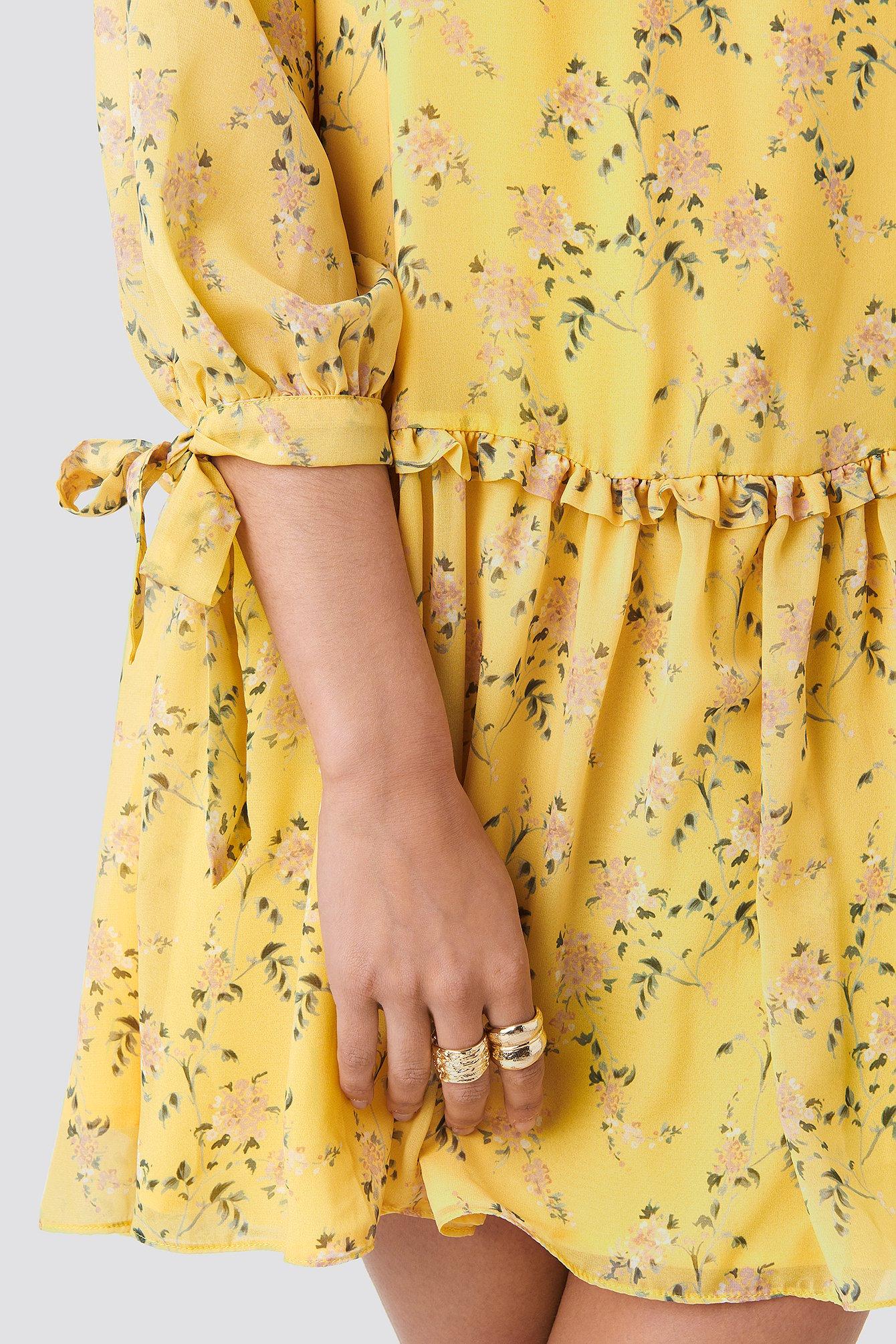 Ruffle V Neck Mini Dress NA-KD.COM