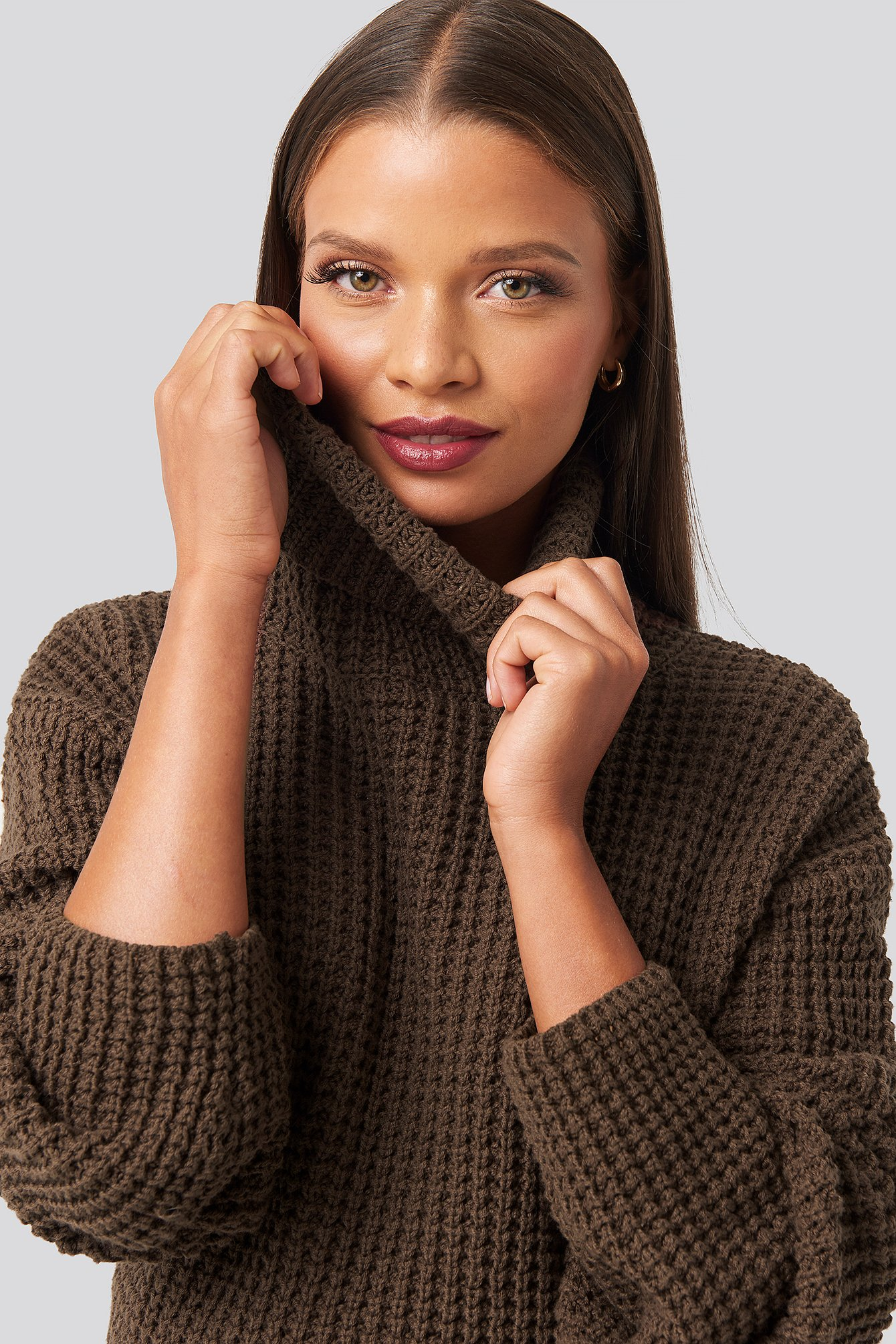 karo kauer x na-kd -  High Neck Knitted Sweater - Brown